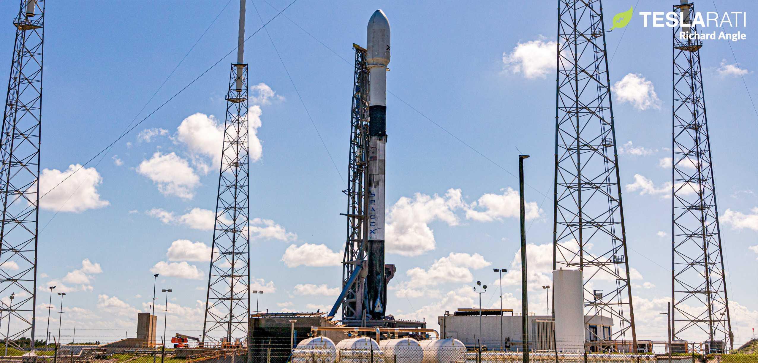 Starlink V1 L8 Falcon 9 B1059 LC40 061220 (Richard Angle) prelaunch 1 crop 2 (c)