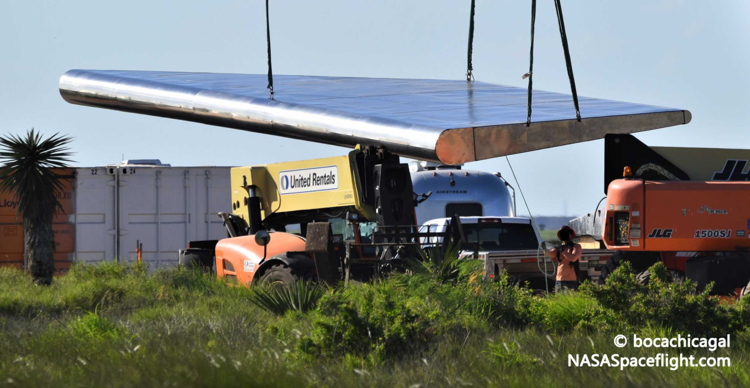 Starship Boca Chica 061220 (NASASpaceflight – bocachicagal) new flaps 4 crop (c)