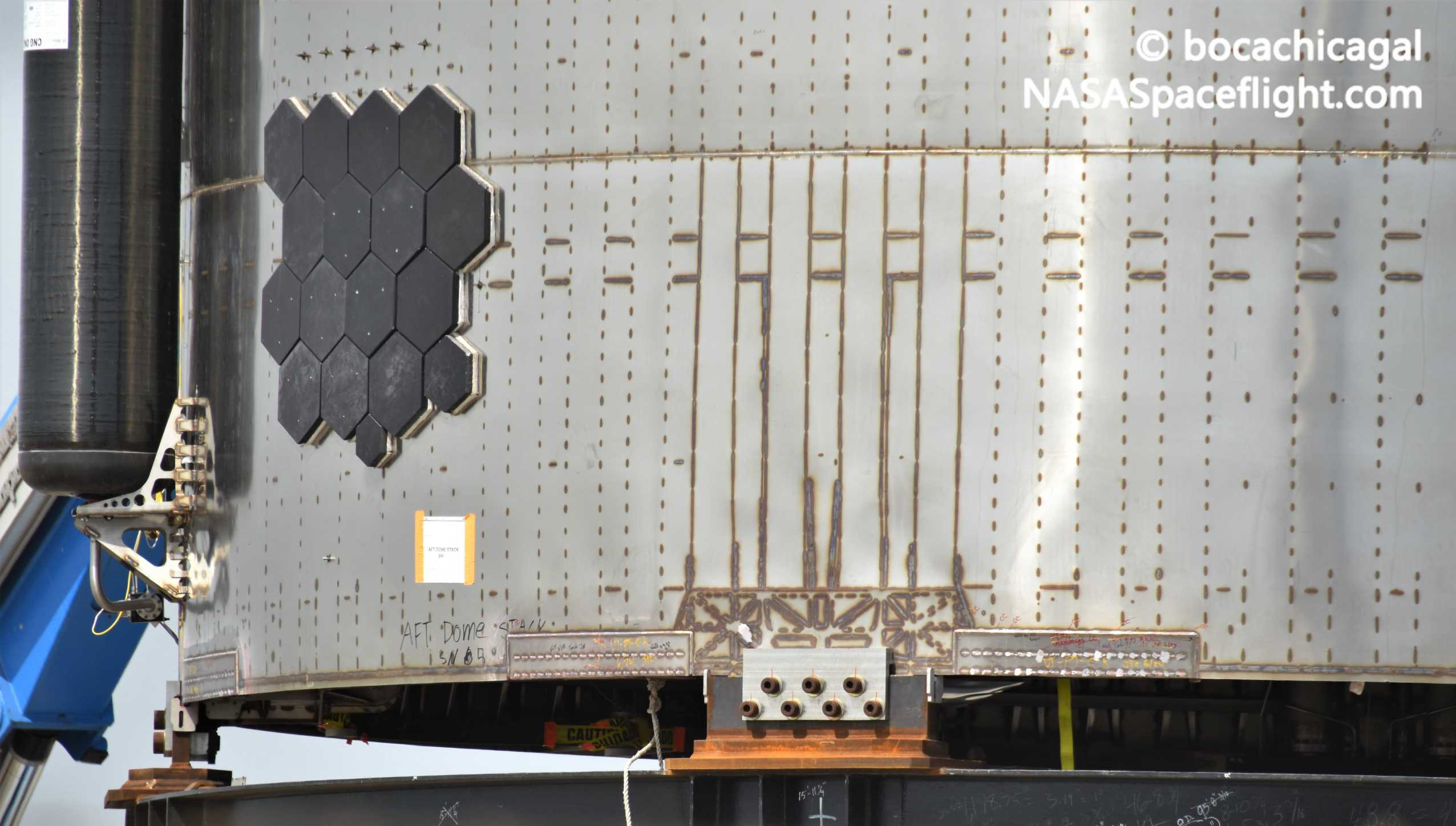 Starship Boca Chica 062420 (NASASpaceflight – bocachicagal) SN5 mount install 2 crop (c)