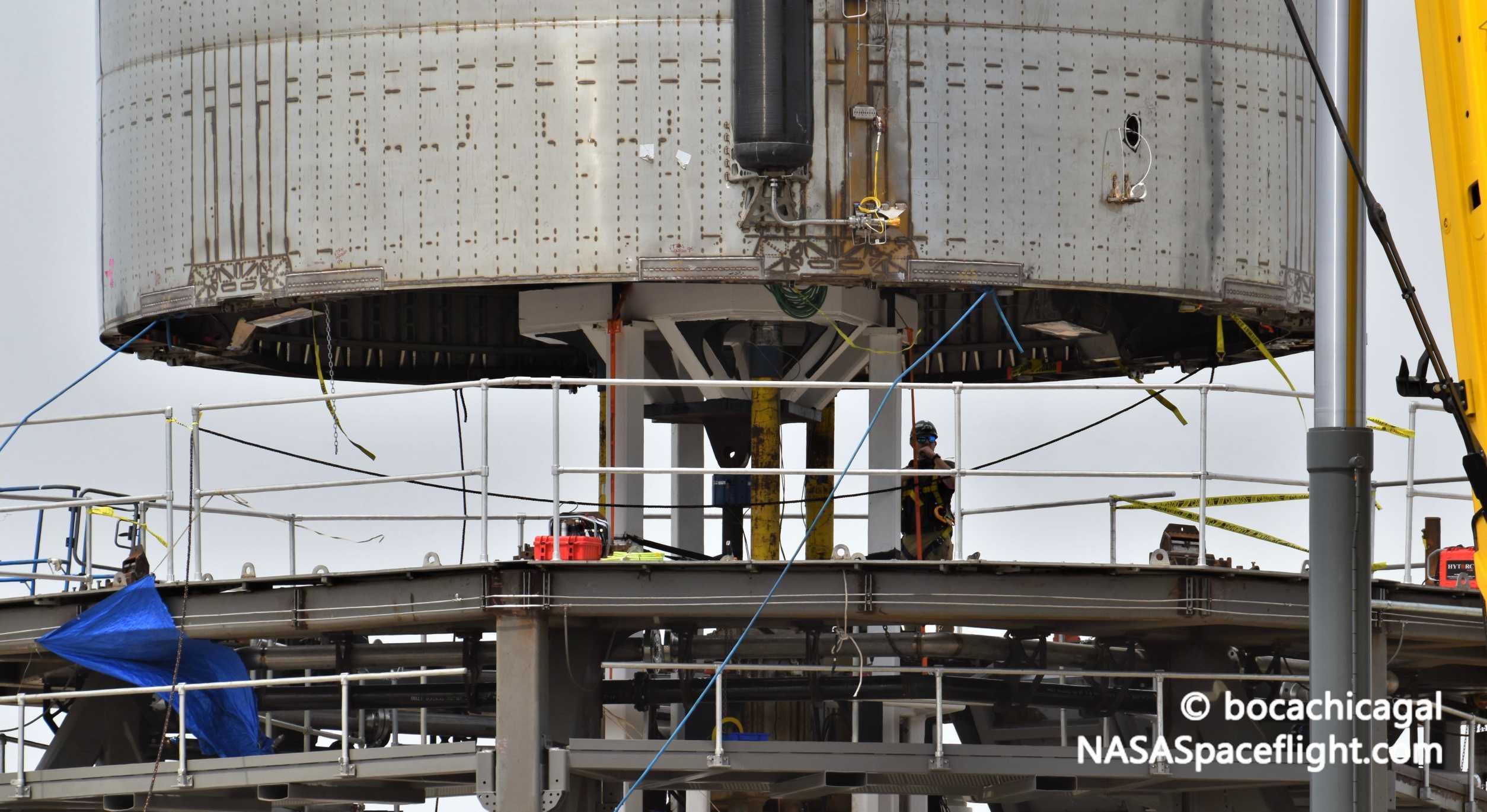 Starship Boca Chica 062420 (NASASpaceflight – bocachicagal) SN5 mount install 9 crop (c)