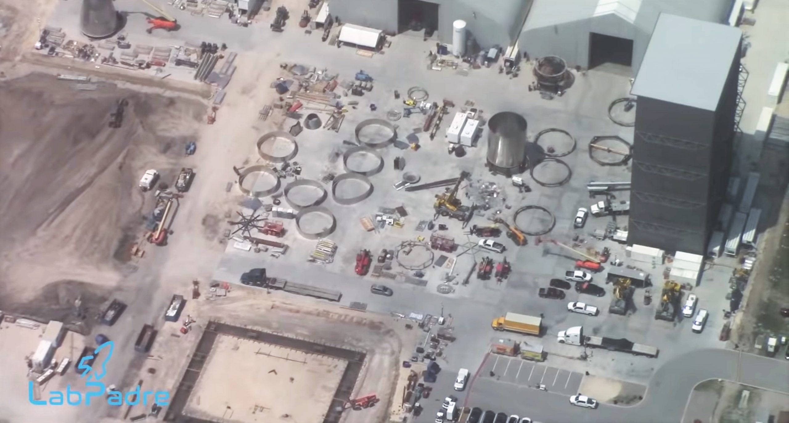 Starship production aerial overview May 2020 (LabPadre) VABs 1