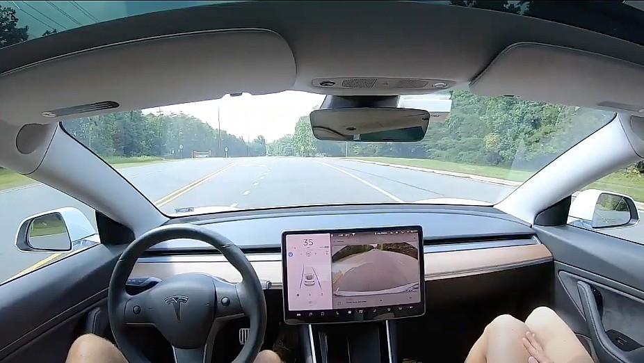 tesla-autopilot-pedestrian-slowdown