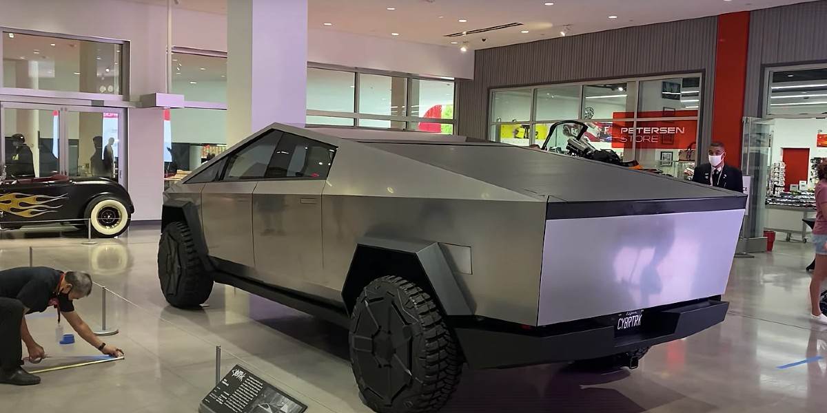 tesla-cybertruck-pedersen-automotive-museum-rear