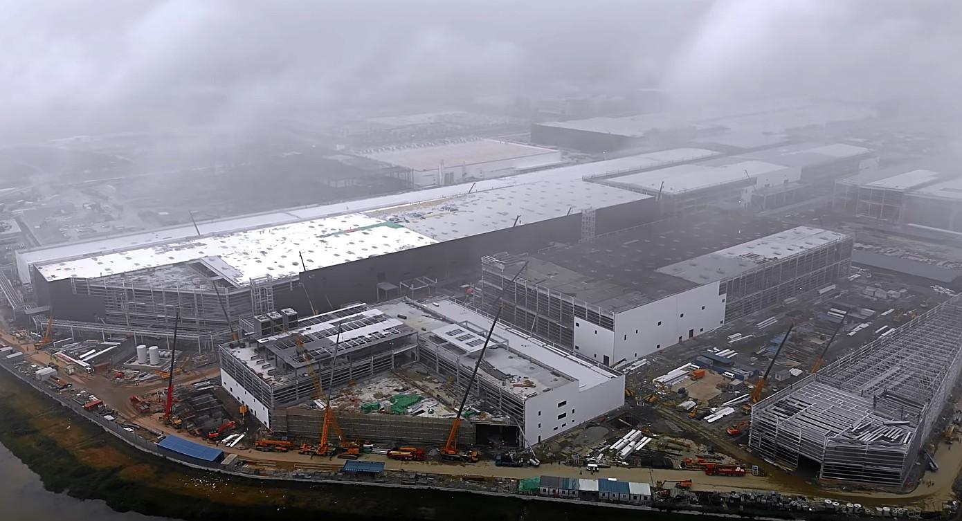tesla-gf3-new-buildings