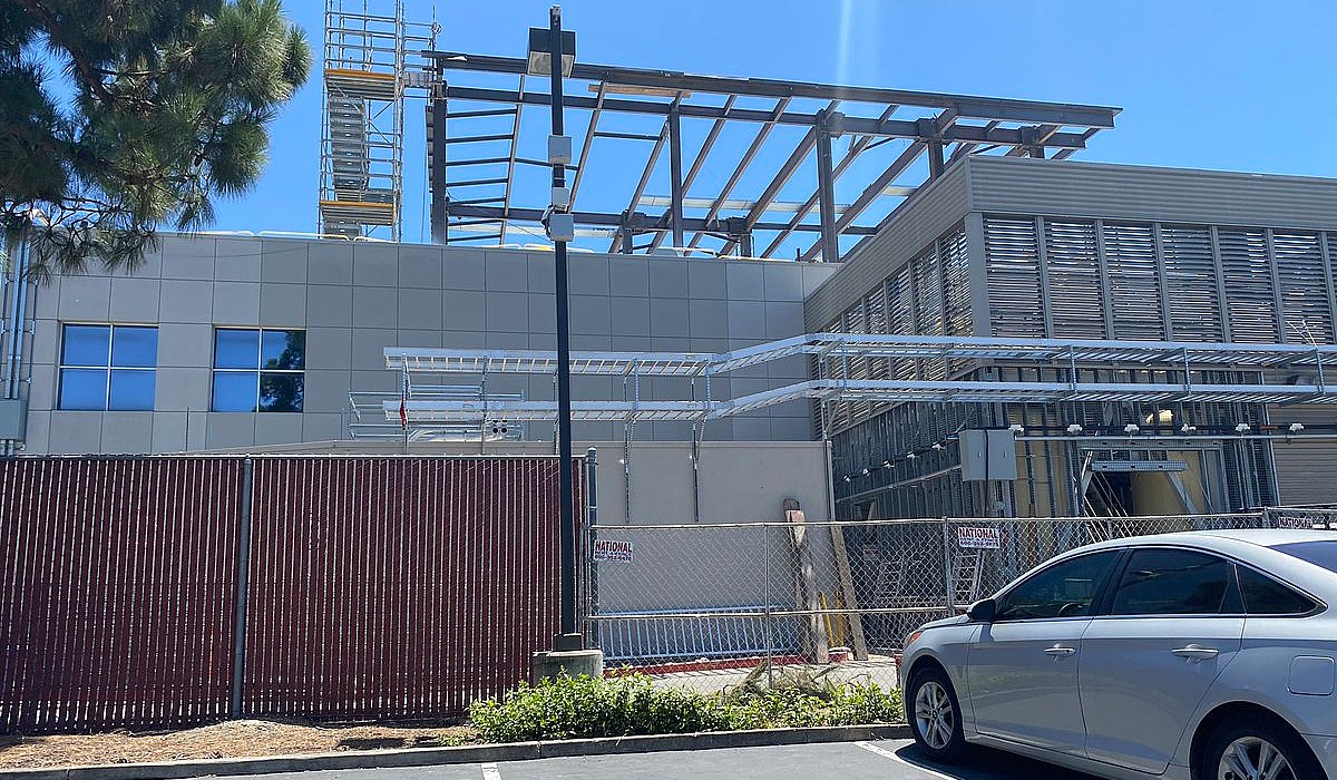 photo of Tesla 'Roadrunner' battery cell facility begins to take shape at Fremont image