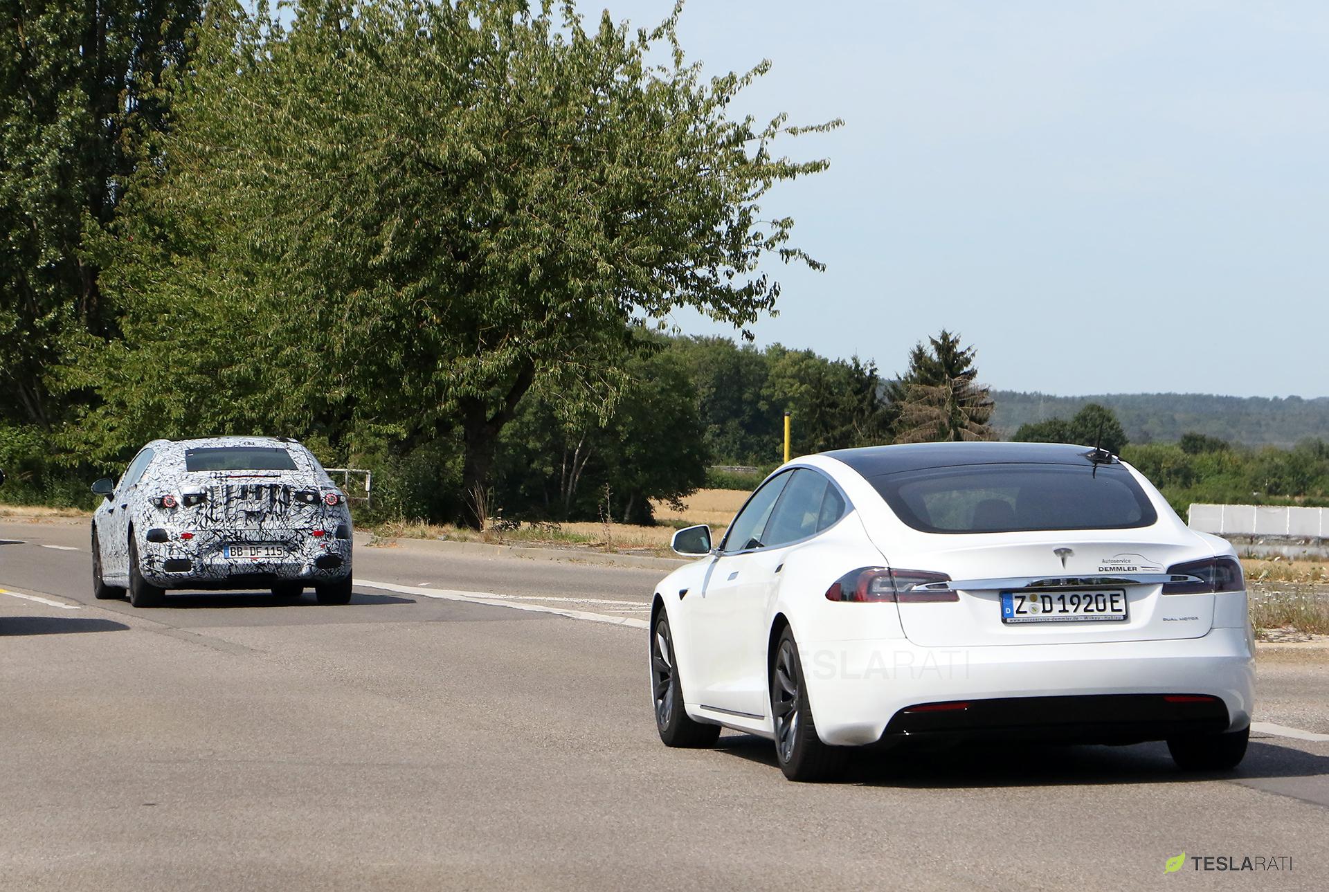 Mercedes-EQS-23-Tesla-Model-S