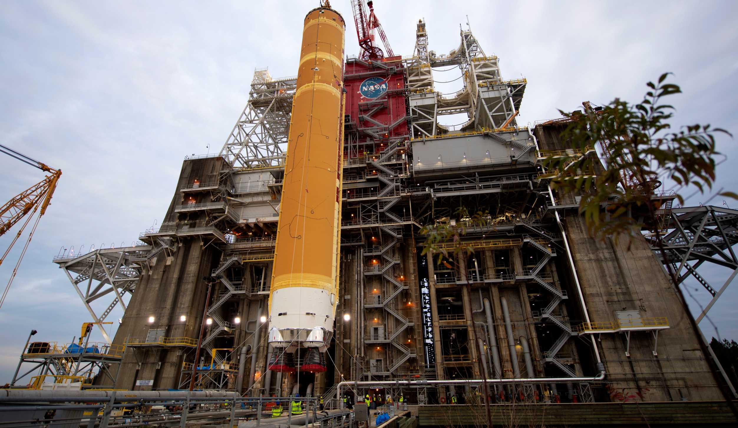SLS CS-1 Stennis lift 012220 (NASA) 17 crop (c)