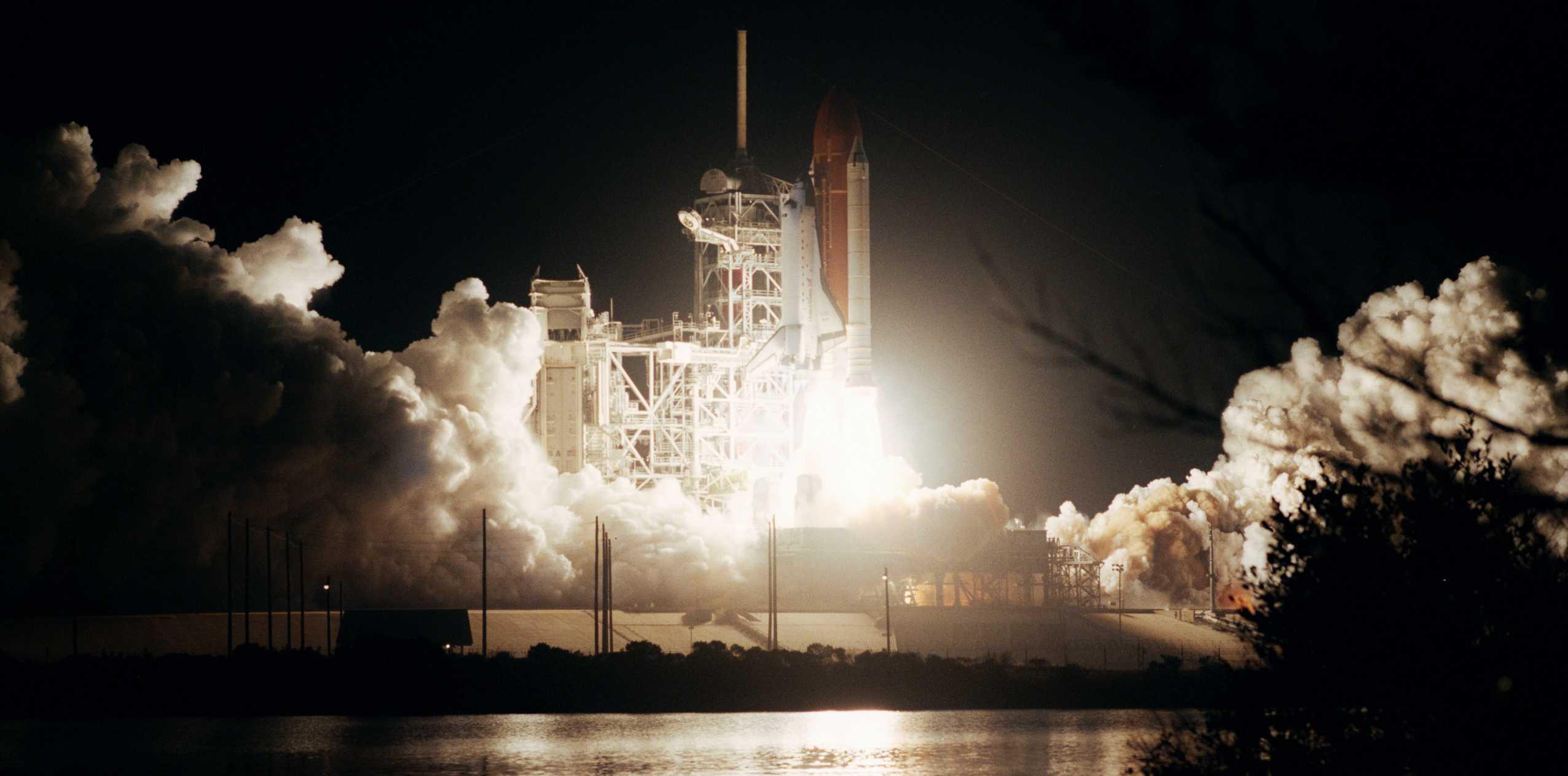 STS 61B 39A launch Nov 1985 (NASA) 1 (c)