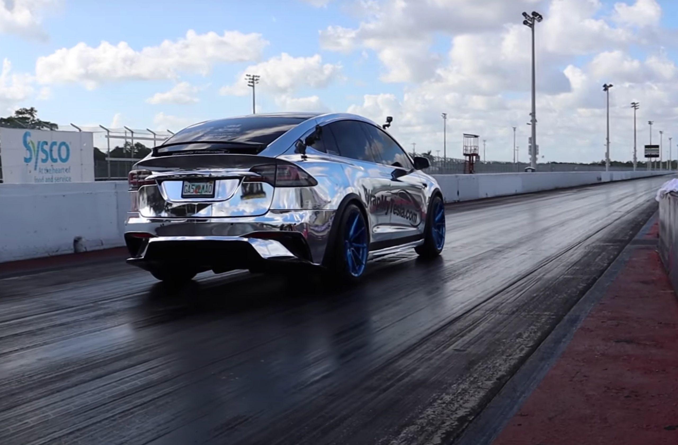 Tesla Model X sets 1/4 mile record (Credit: Drag Times via YouTube)
