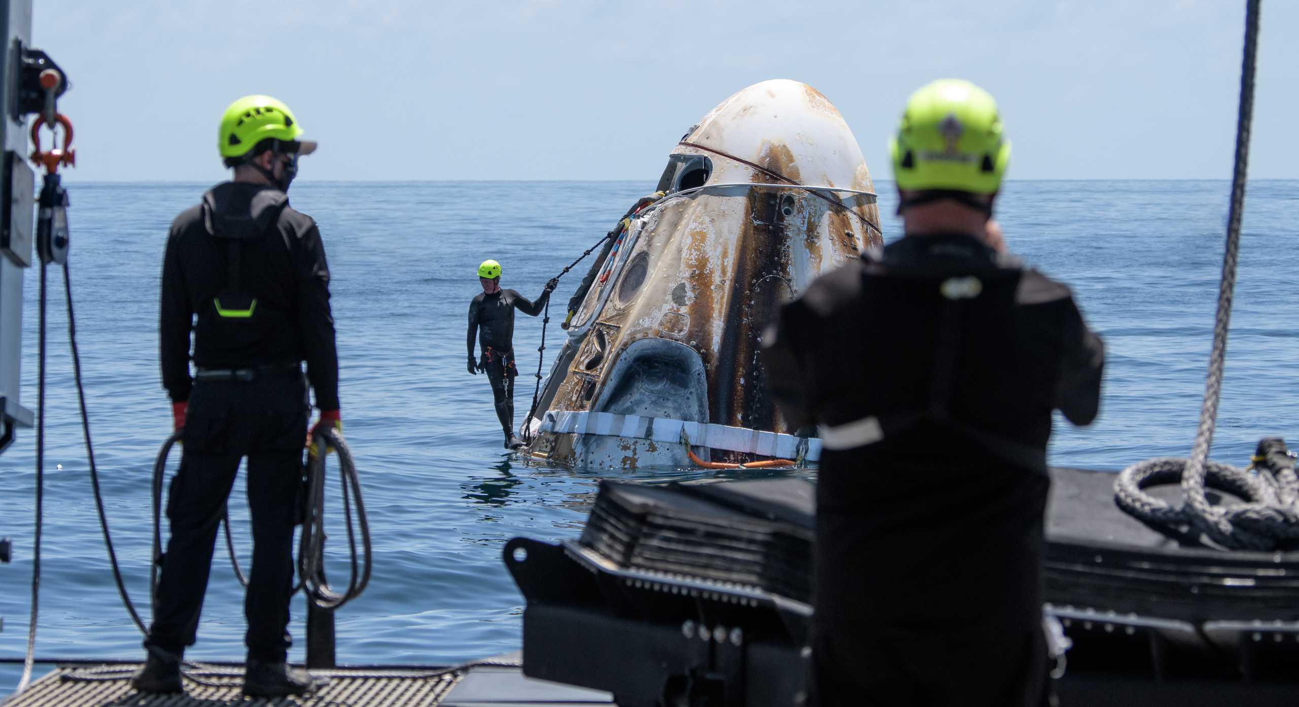 Crew Dragon Demo-2 C206 splashdown 080220 (NASA – Bill Ingalls) recovery 2 edit (c)