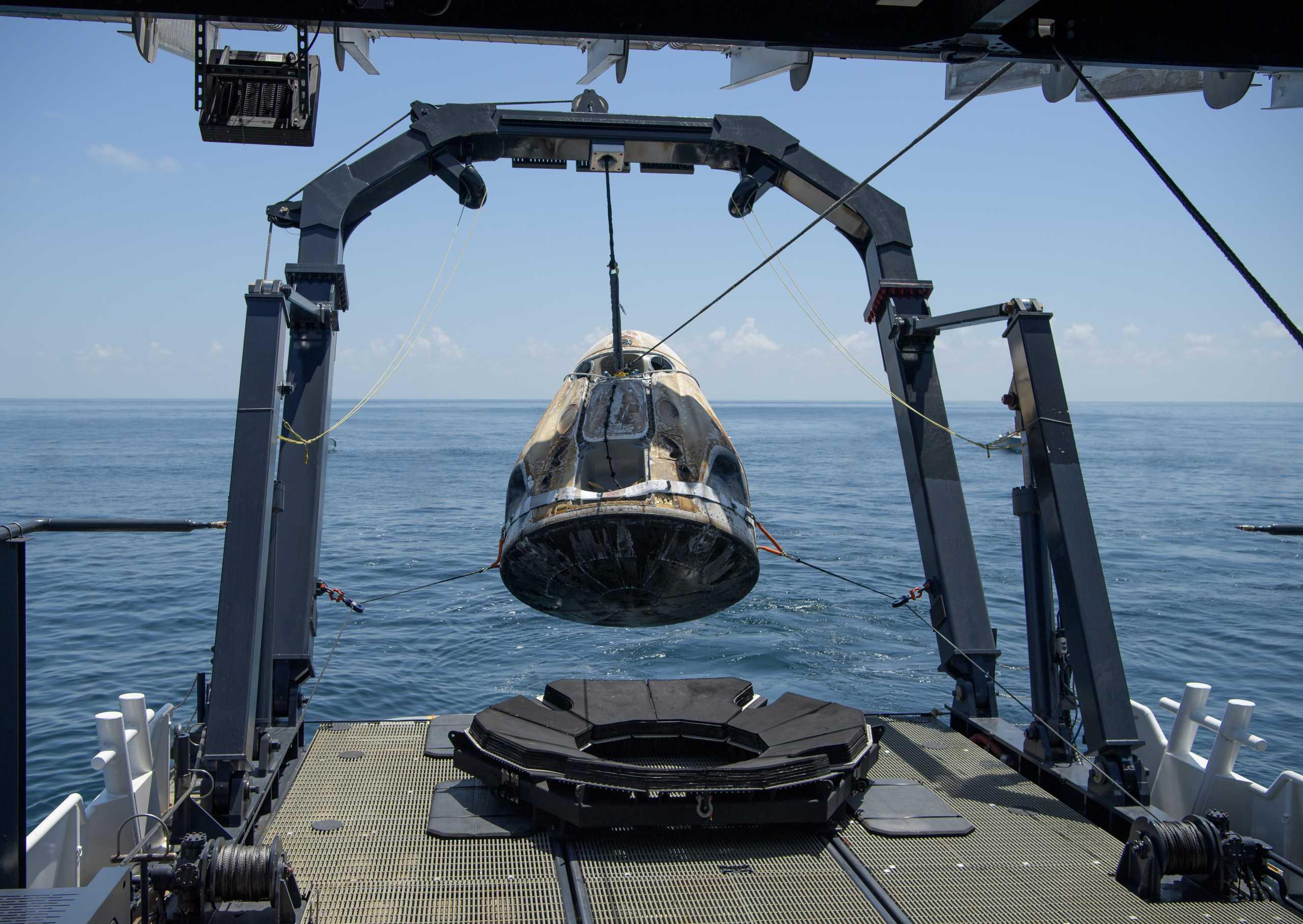 Crew Dragon Demo-2 C206 splashdown 080220 (NASA – Bill Ingalls) recovery 4 edit (c)
