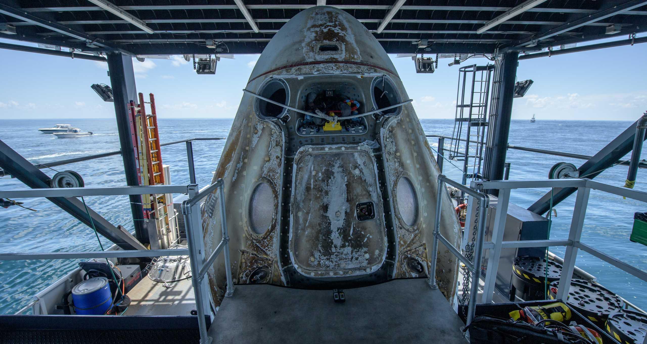 Crew Dragon Demo-2 C206 splashdown 080220 (NASA – Bill Ingalls) recovery 7 crop (c)
