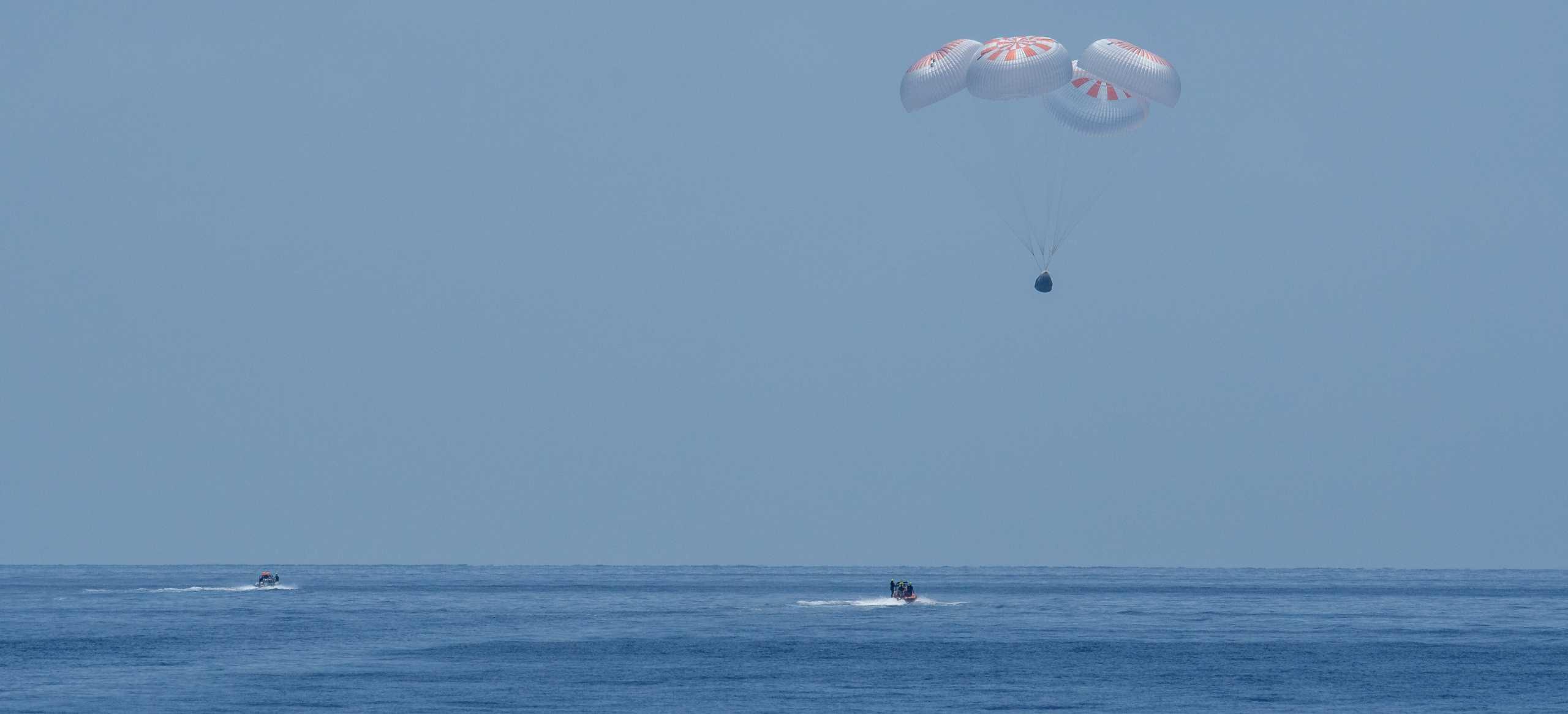 Crew Dragon Demo-2 C206 splashdown 080220 (NASA – Bill Ingalls) touchdown 3 crop (c)