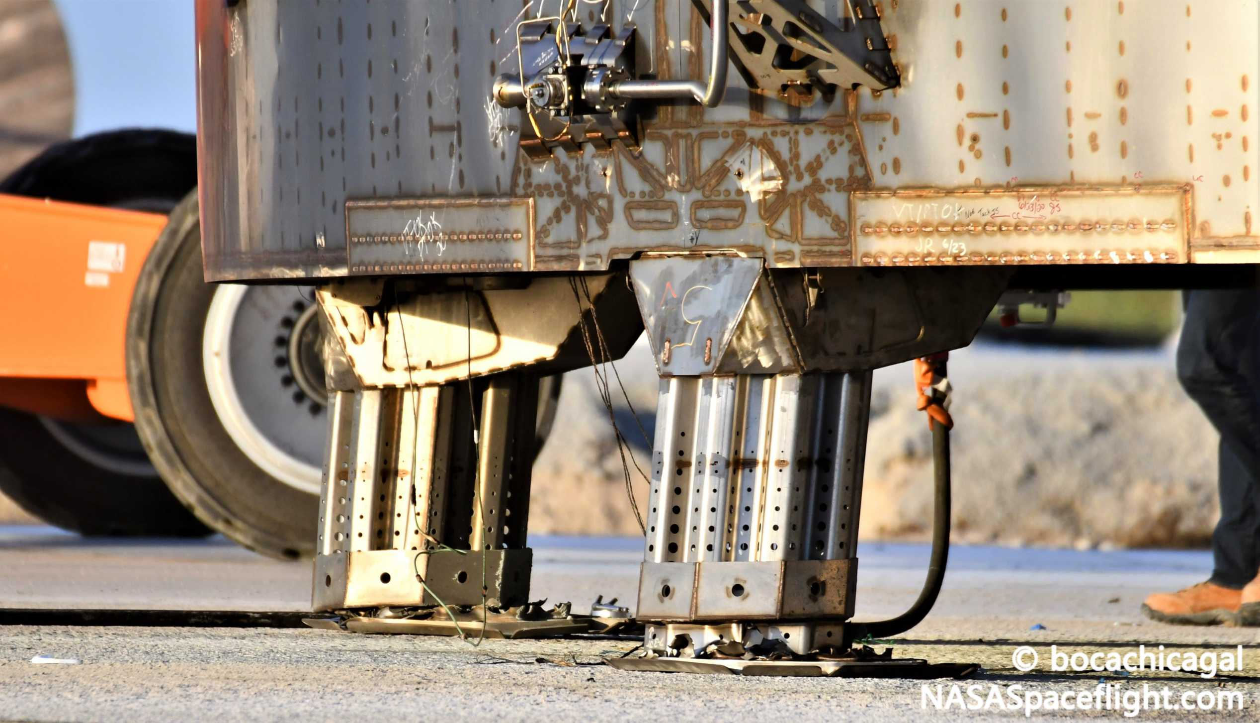 Starship Boca Chica 080720 (NASASpaceflight – bocachicagal) SN5 leg work 2 crop (c)
