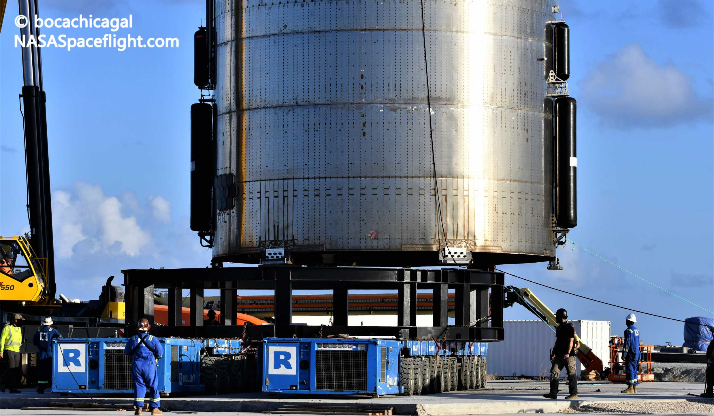 Starship Boca Chica 080720 (NASASpaceflight – bocachicagal) SN5 lift 2 crop (c)