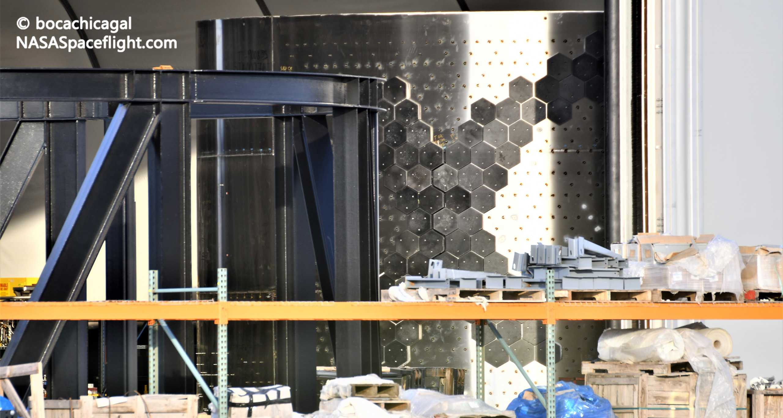 Starship Boca Chica 081020 (NASASpaceflight – bocachicagal) heat shield install 1 crop (c)