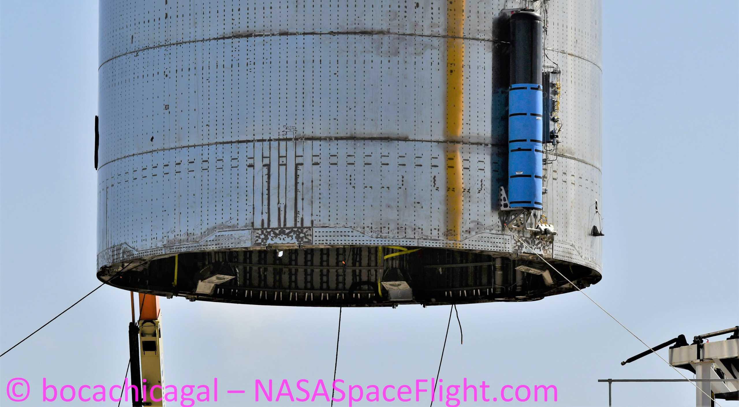 Starship Boca Chica 081220 (NASASpaceflight – bocachicagal) SN6 lift 5 crop (c)