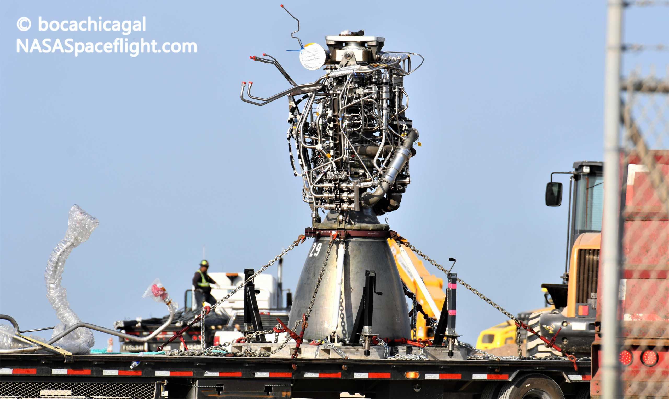 Starship Boca Chica 081820 (NASASpaceflight – bocachicagal) SN6 Raptor SN29 install 2 crop (c)