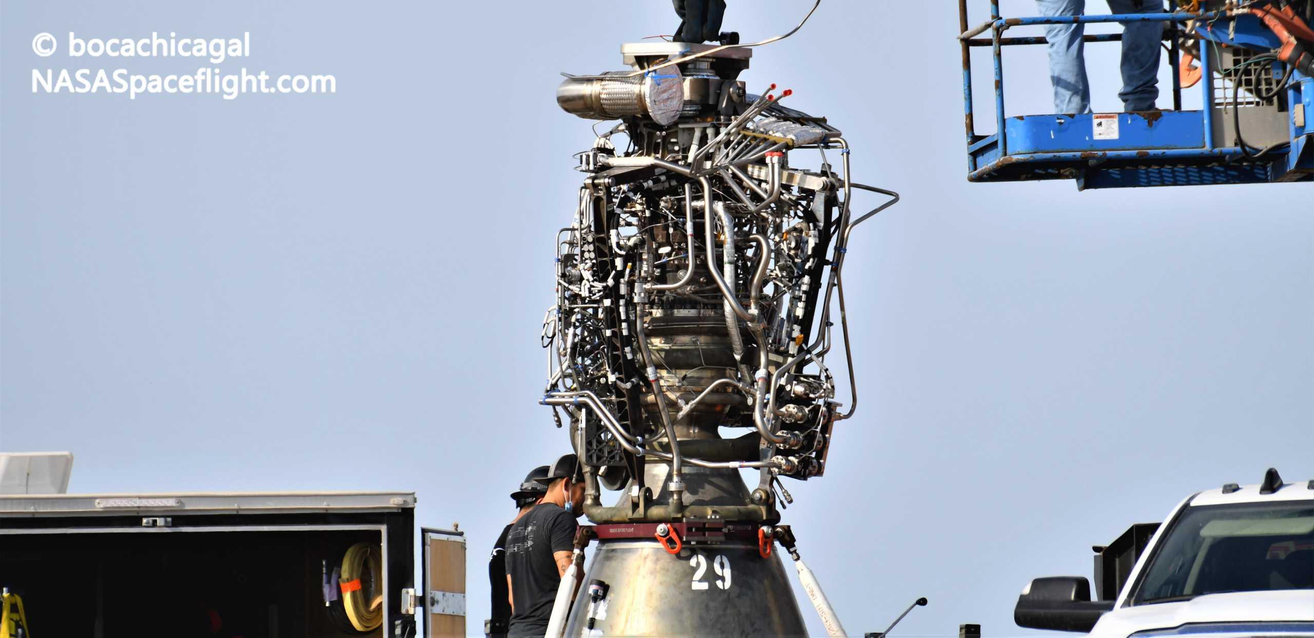 Starship Boca Chica 081820 (NASASpaceflight – bocachicagal) SN6 Raptor SN29 install 3 crop (c)