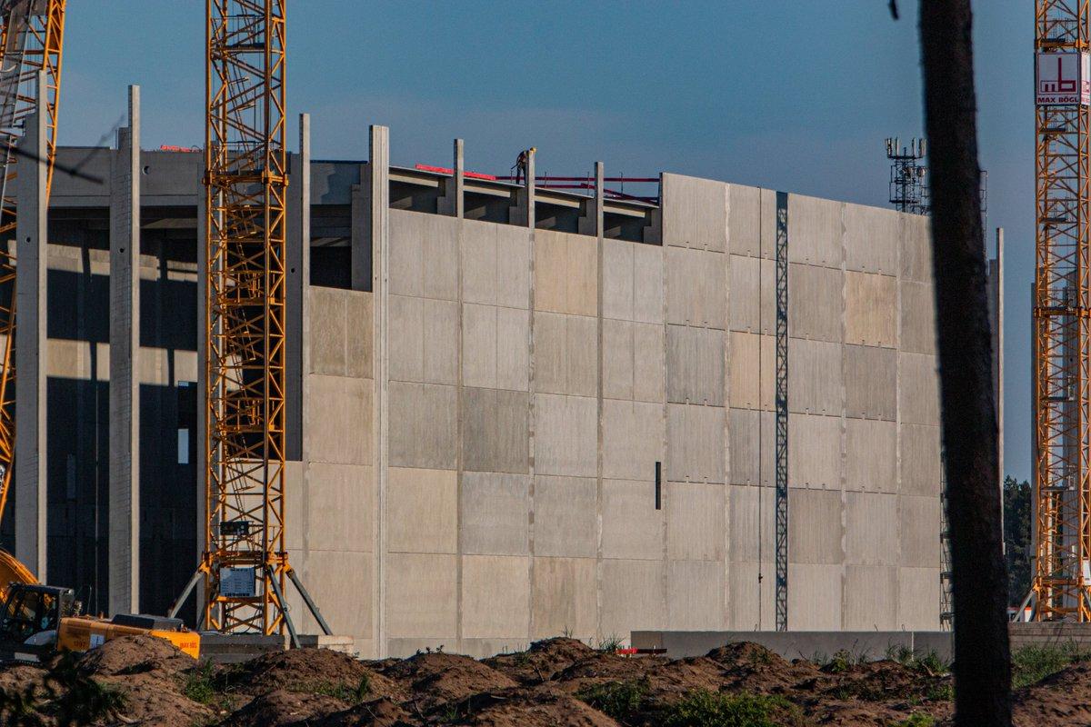 giga-berlin-drive-unit-building