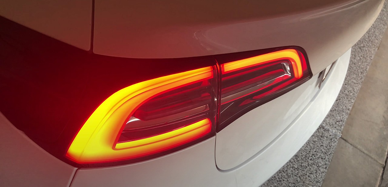 Tesla expands Dynamic Brake Lights to new markets to avoid rear-end collisions