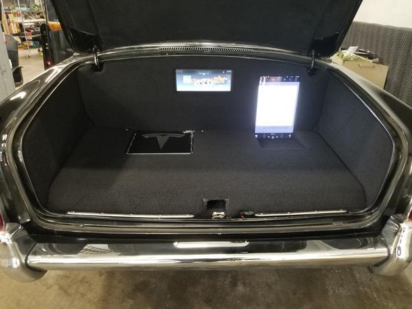 tesla-rolls-trunk-dash-screens