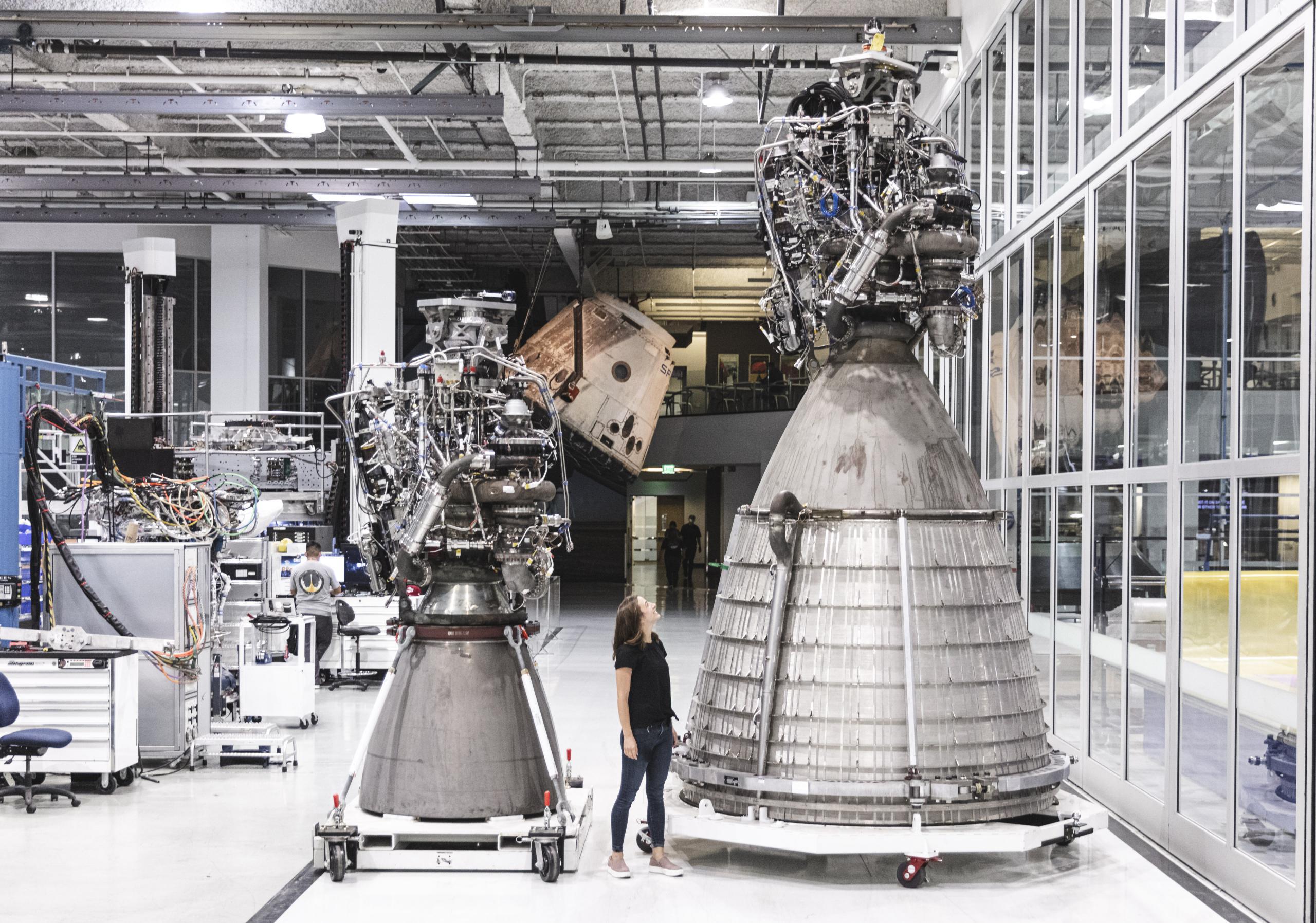 Raptor SN4x Raptor Vacuum SN0x Hawthorne Sept 2020 (SpaceX) 1 (c)
