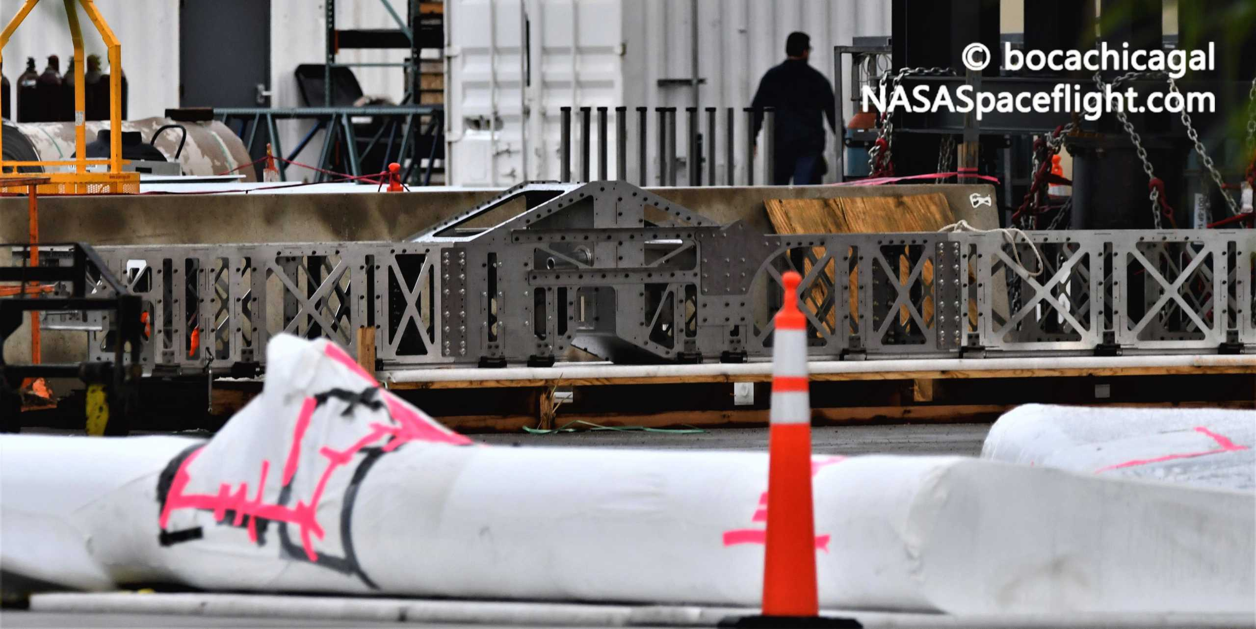 Starship Boca Chica 091520 (NASASpaceflight – bocachicagal) SN8 flap mount 1 crop (c)
