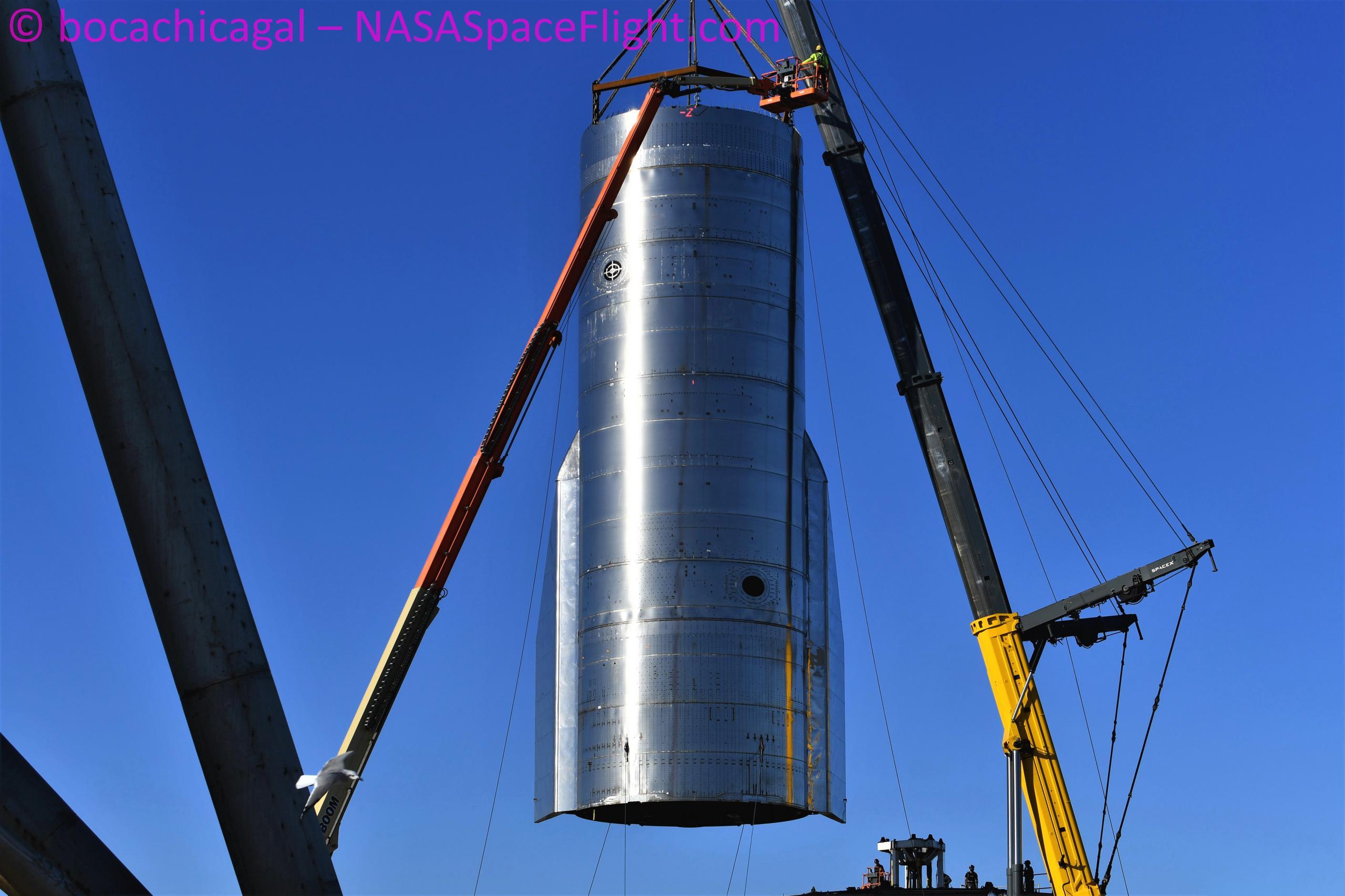 Starship Boca Chica 093020 (NASASpaceflight – bocachicagal) SN8 mount lift 9 (c)