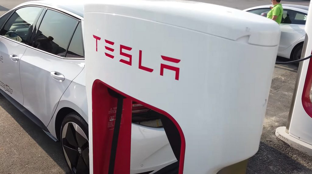 Tesla Supercharger gets exploited by other EV drivers  image