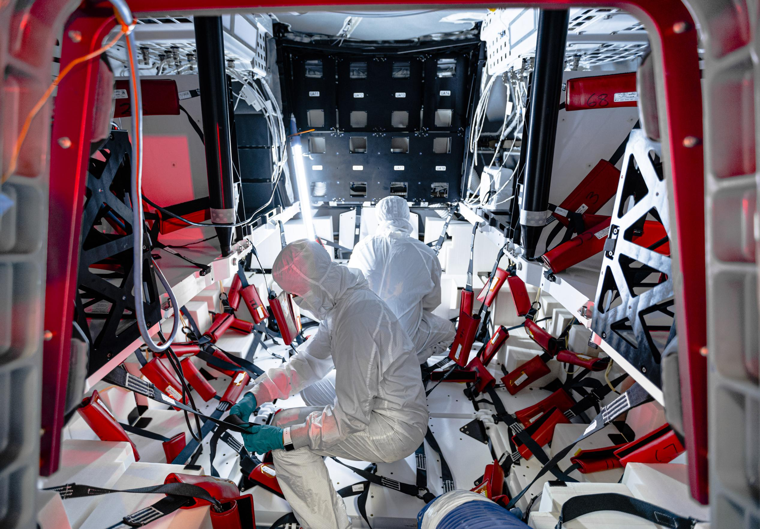 CRS-21 Cargo Dragon 2 Hawthorne Oct 2020 (SpaceX) interior 1 (c)