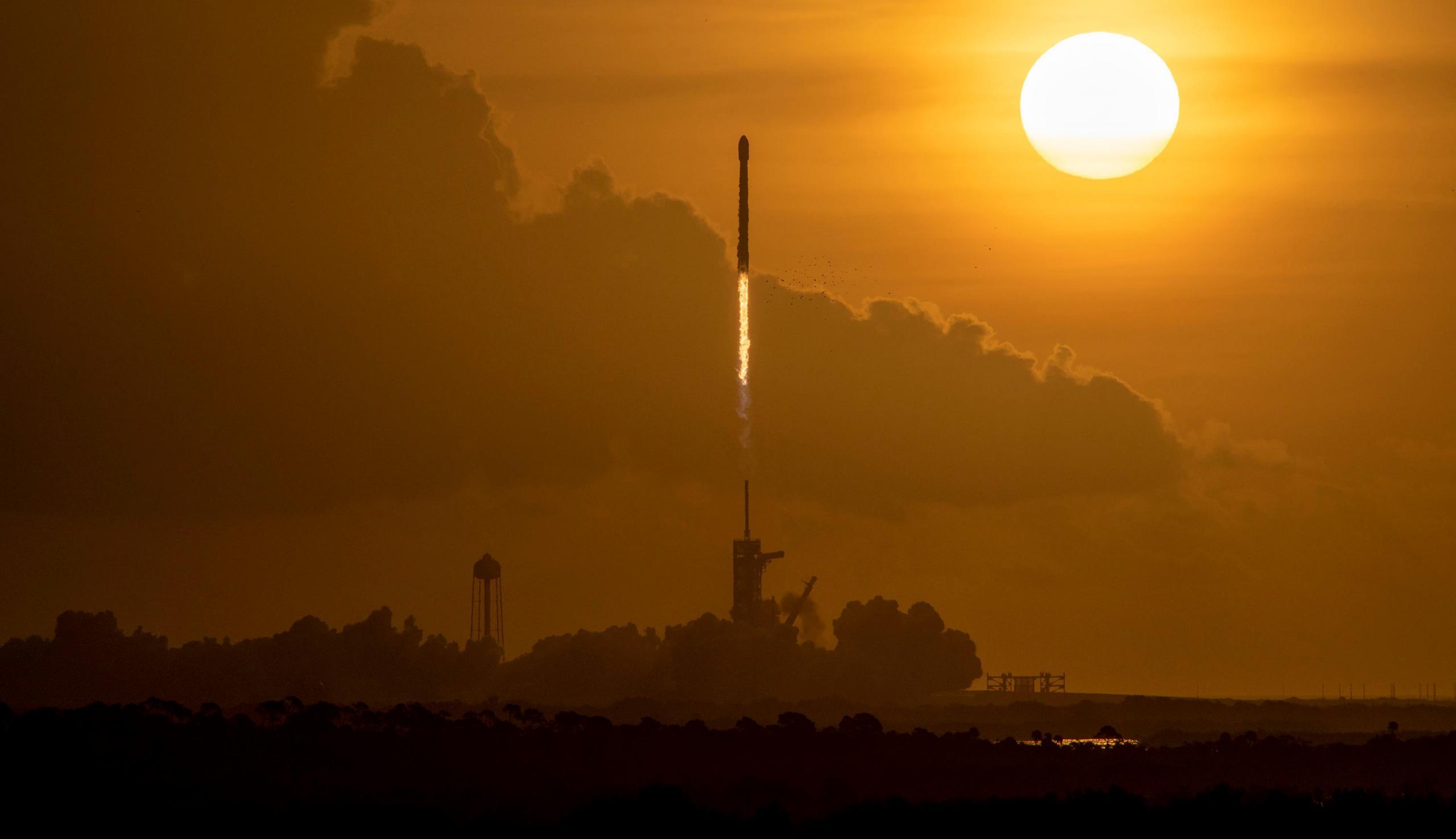 Starlink-12 F9 B1058 39A 100620 (SpaceX) 1 crop 1 (c)