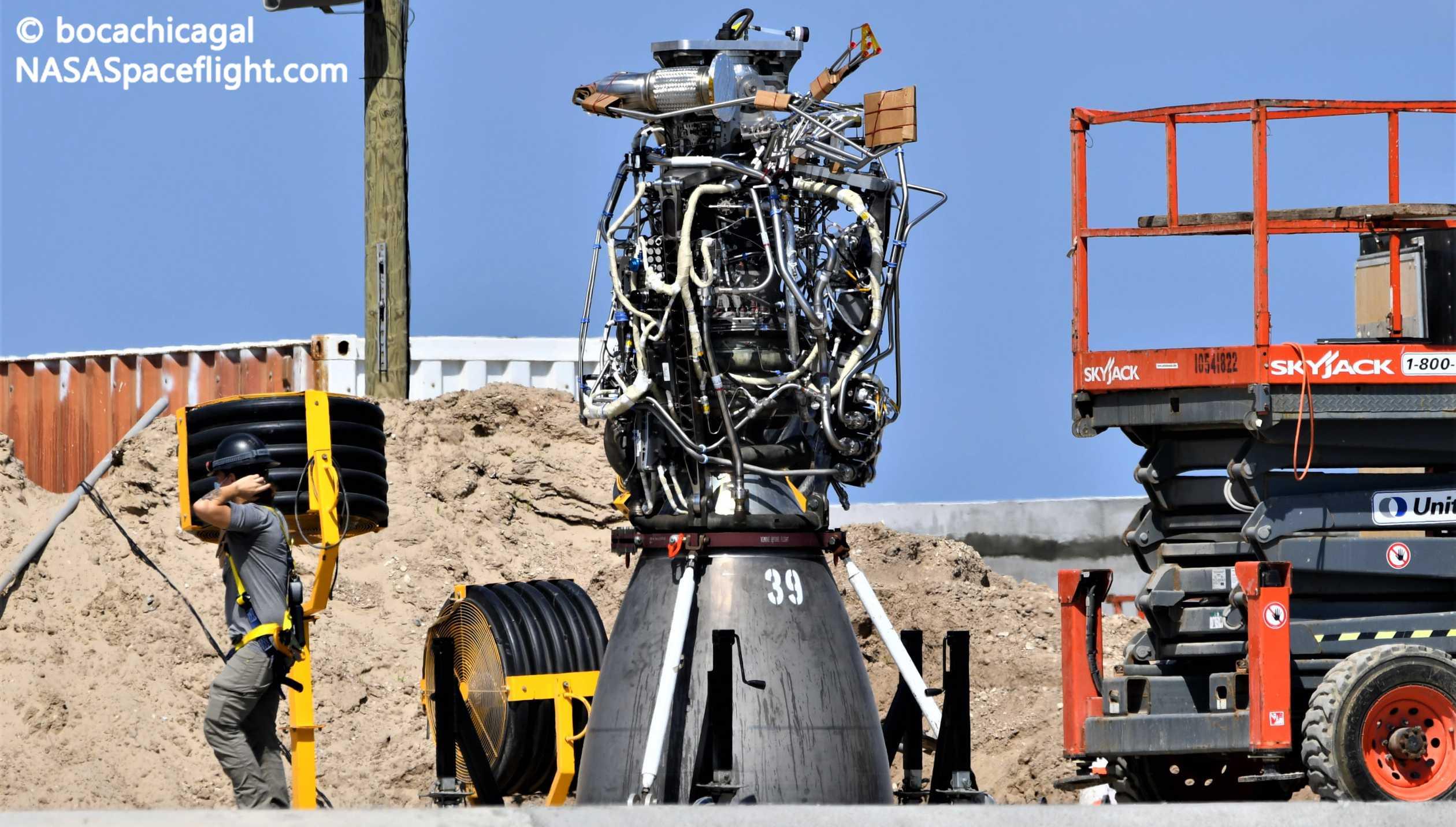 Starship Boca Chica 101120 (NASASpaceflight – bocachicagal) SN8 Raptor SN39 install 1 crop (c)