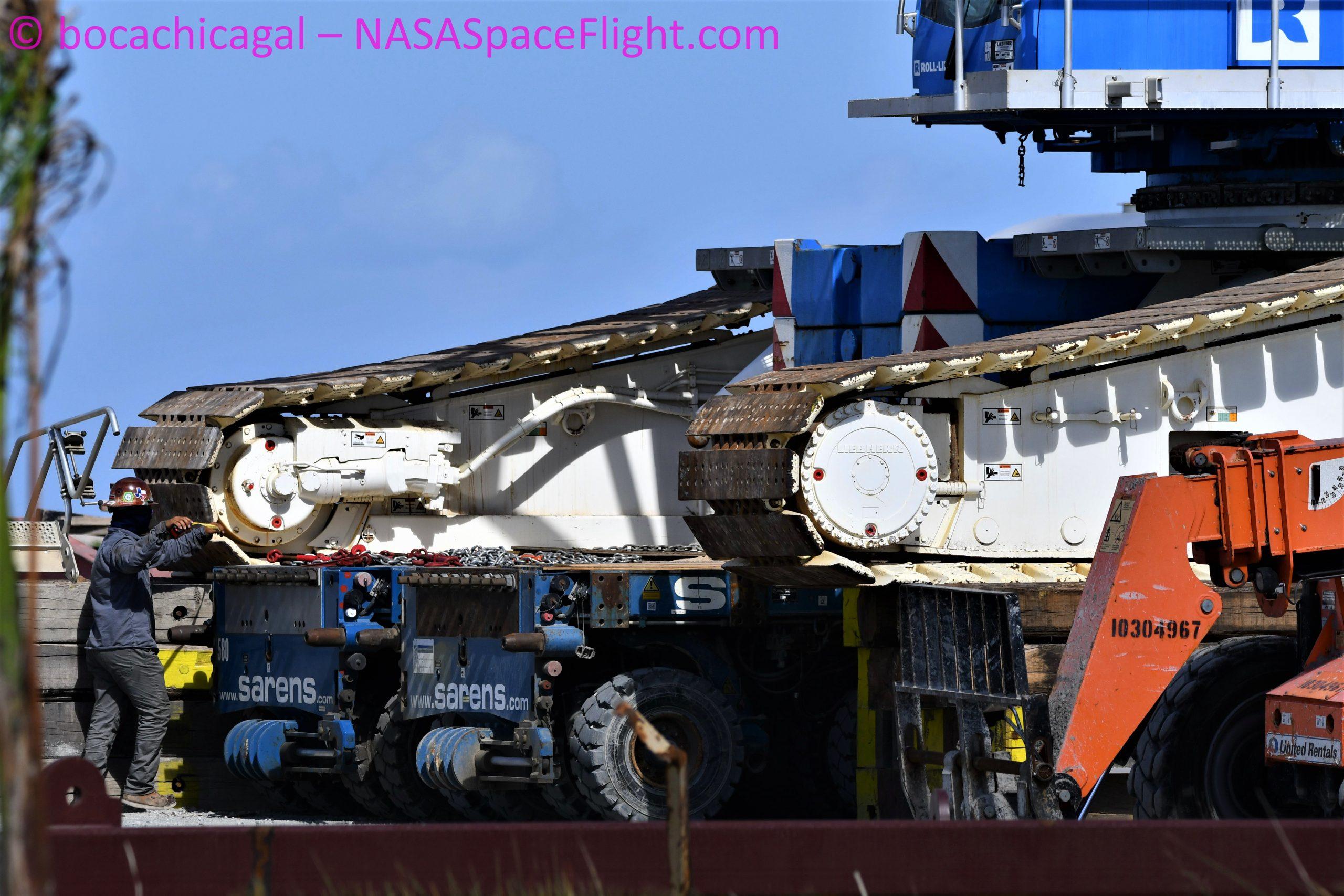 Starship Boca Chica 102020 (NASASpaceflight – bocachicagal) new crane 1