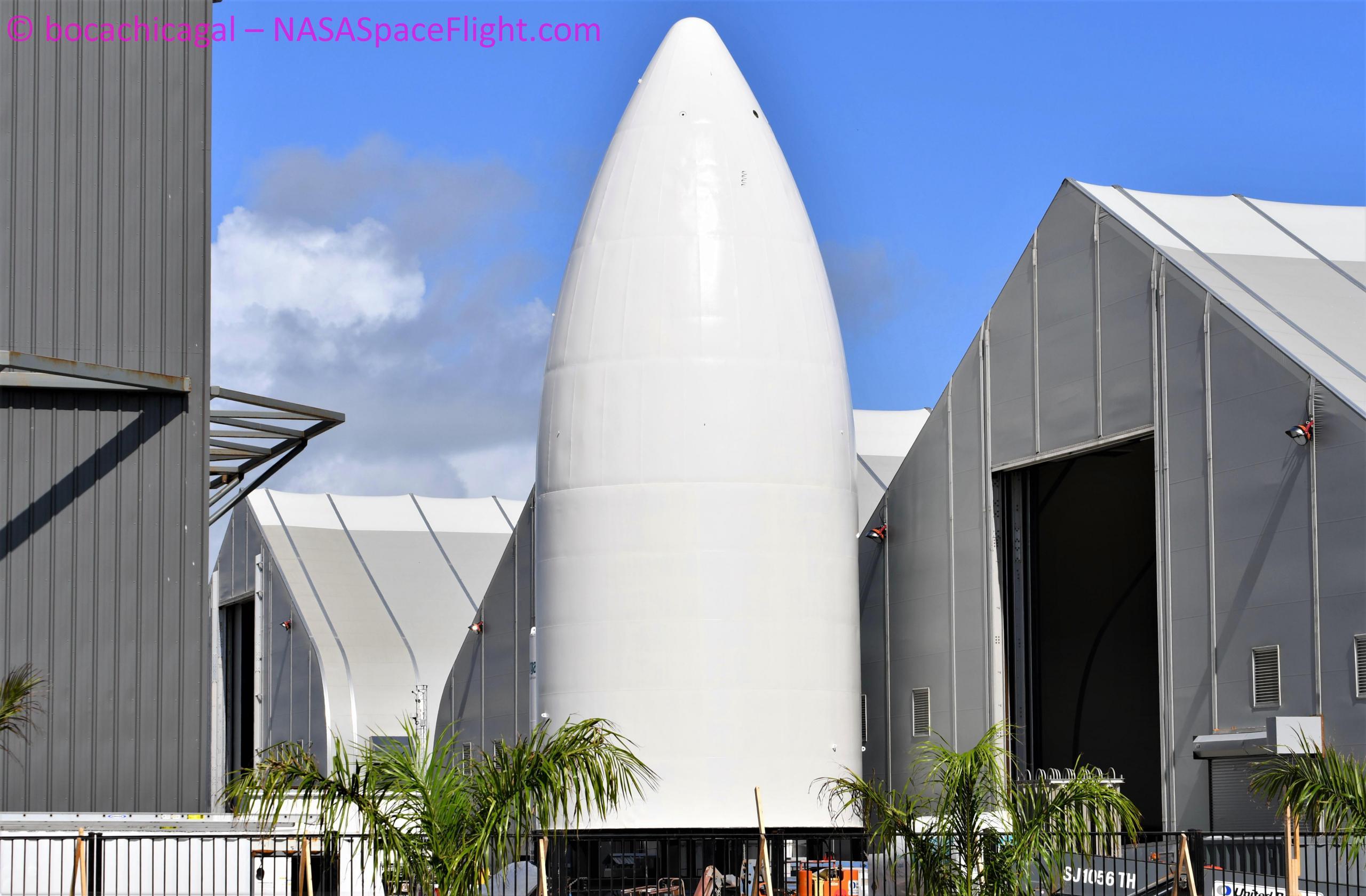 Starship Boca Chica 102320 (NASASpaceflight – bocachicagal) SN5 HLS mockup nose 1 (c)