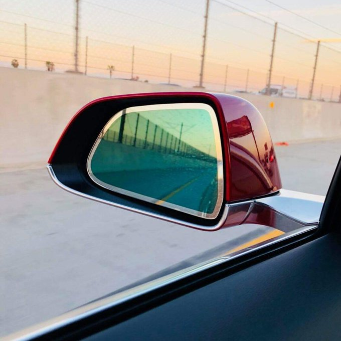 model-3-auto-dimming-side-mirror