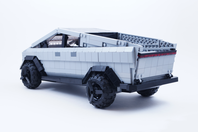 tesla-cybertruck-lego-2