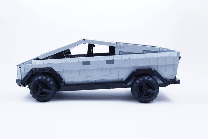 tesla-cybertruck-lego-3
