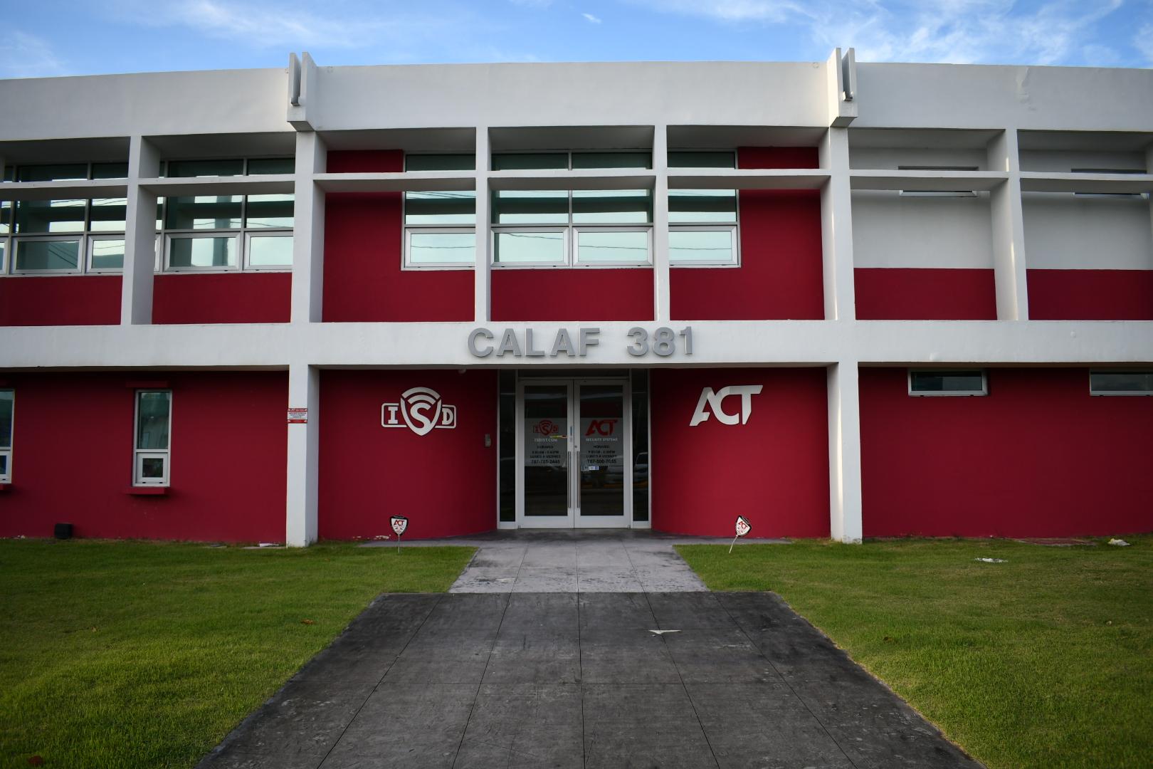tesla-san-juan-service-center-building