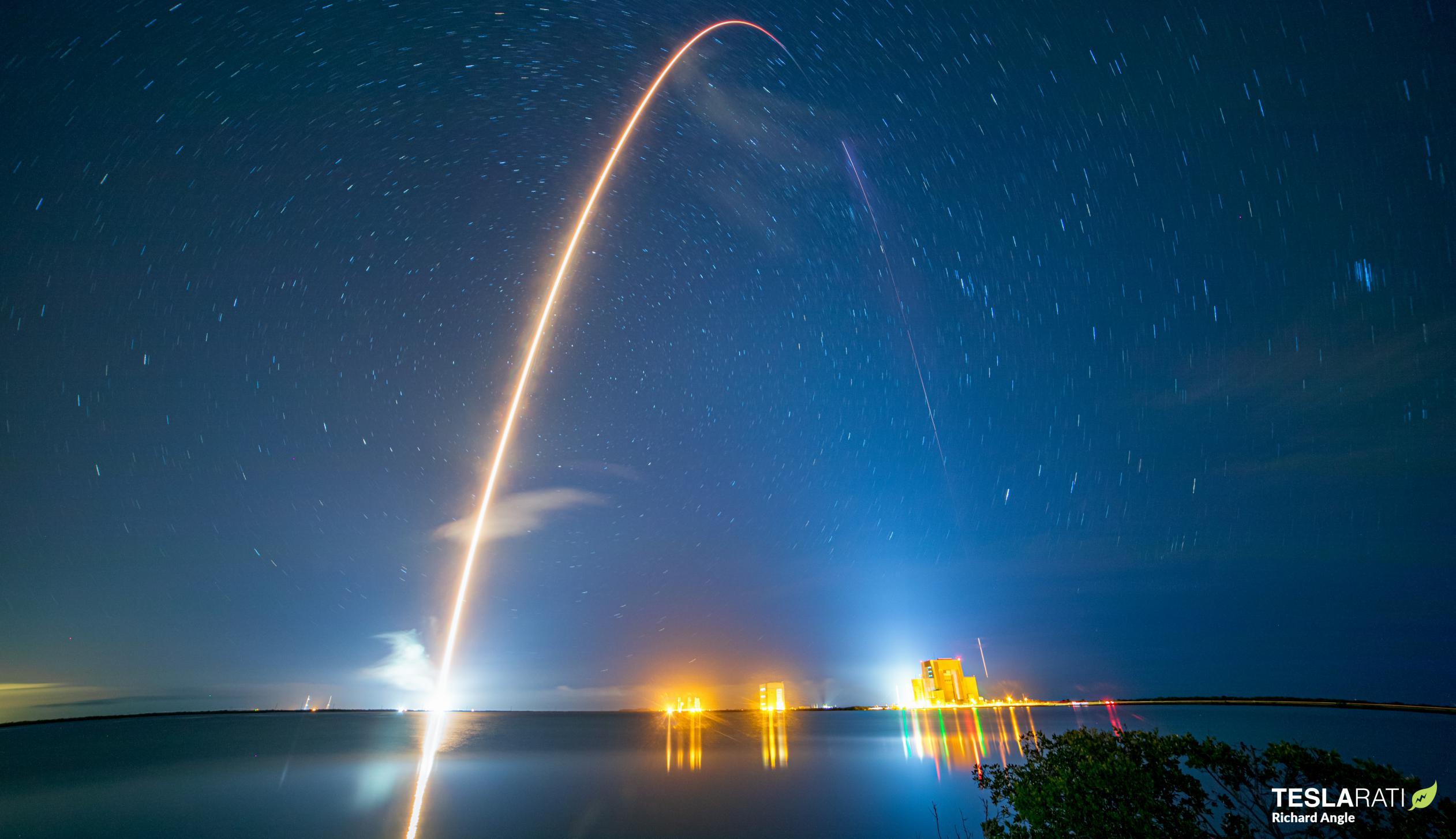 Crew-1 Crew Dragon C207 Falcon 9 B1061 39A 111520 (Richard Angle) streak 1 crop (c)