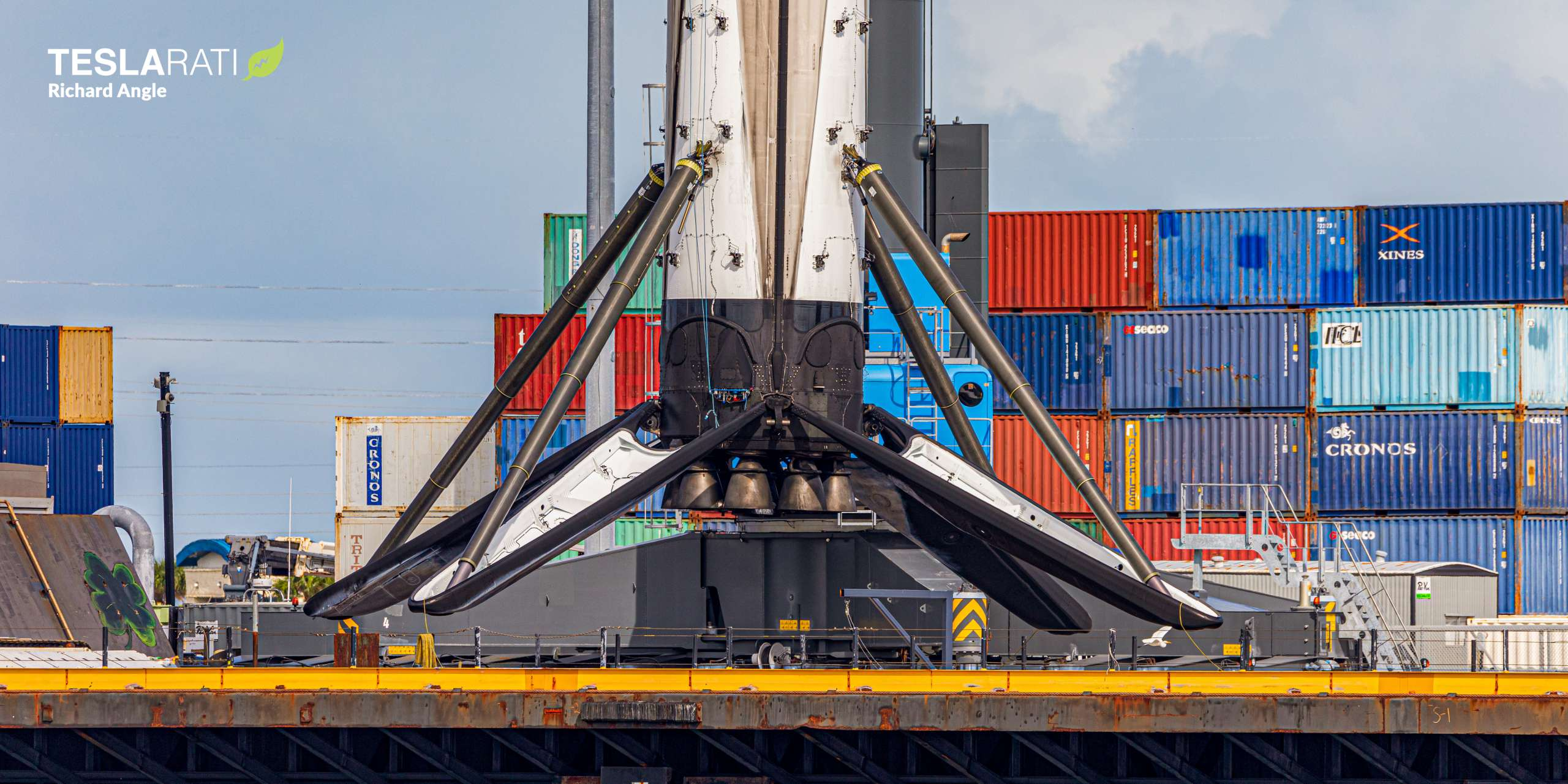 Crew-1 Falcon 9 B1061 JRTI return 112020 (Richard Angle) lift 2 crop (c)