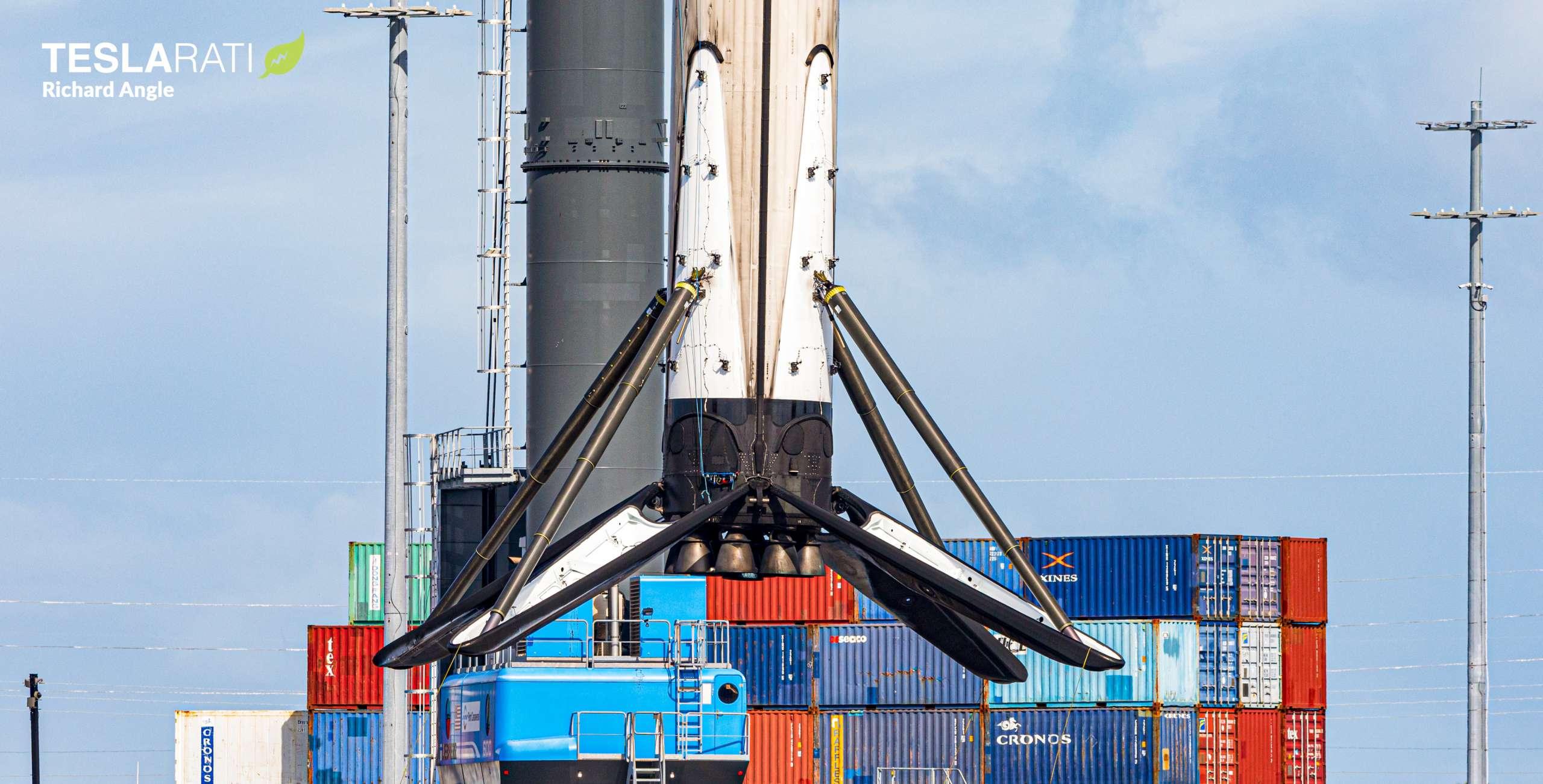Crew-1 Falcon 9 B1061 JRTI return 112020 (Richard Angle) lift 3 crop (c)