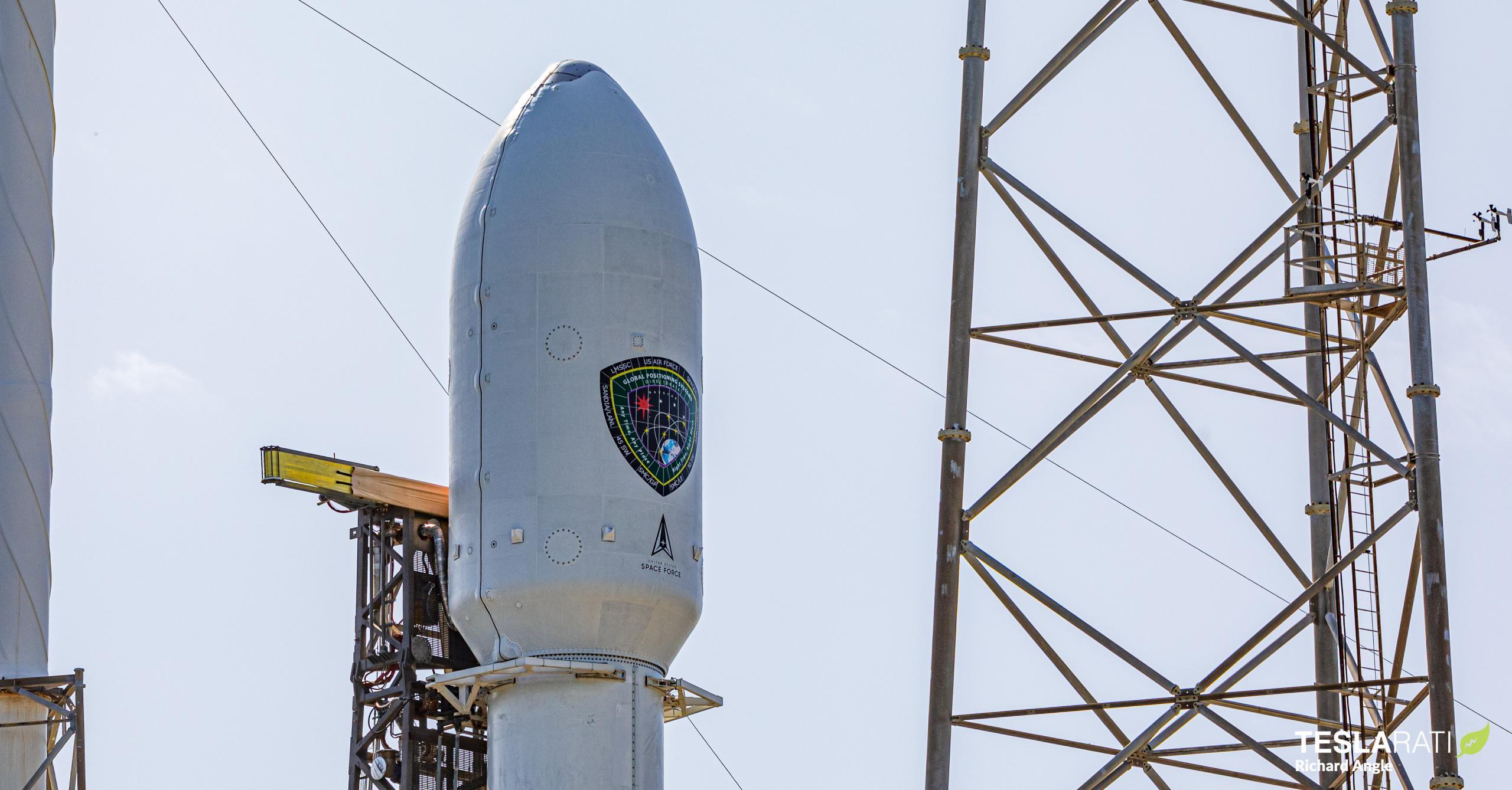 GPS III SV04 Falcon 9 B1062 LC-40 110520 (Richard Angle) fairing 1 crop (c)