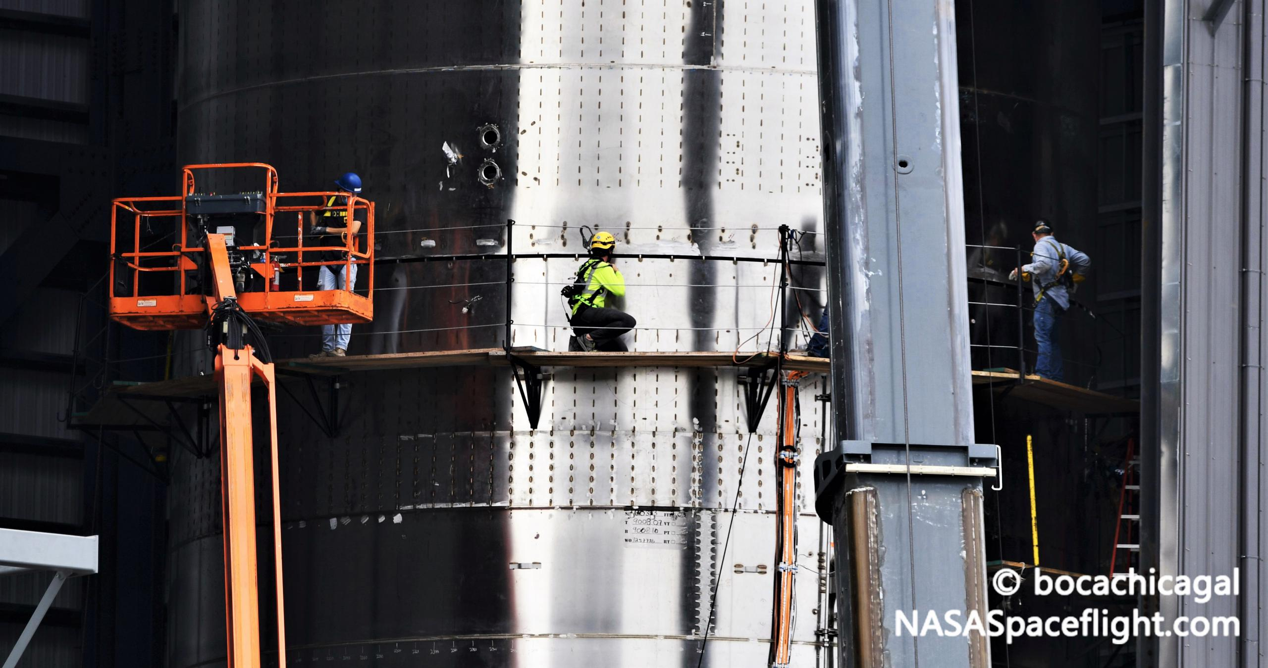 Starship Boca Chica 112520 (NASASpaceflight – bocachicagal) SN9 nose install 6 crop (c)
