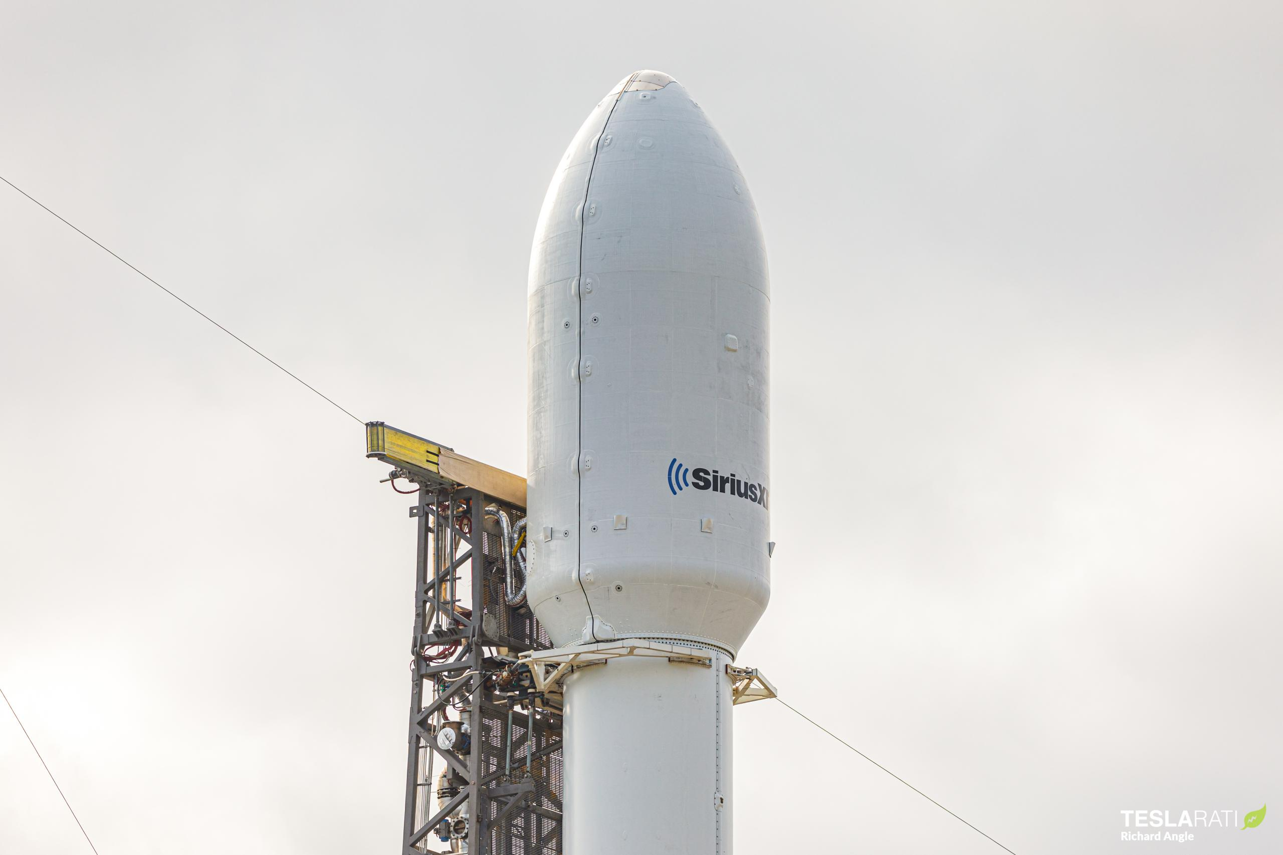 SXM-7 Falcon 9 B1051 LC-40 121220 (Richard Angle) vertical (1)