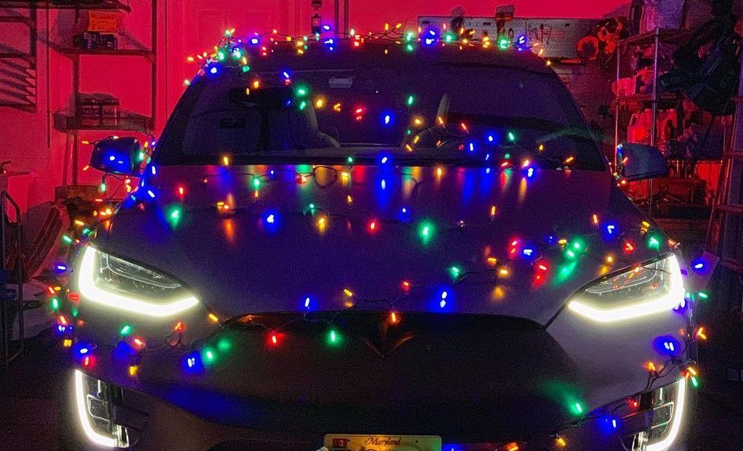 Tesla-holiday-software-update-christmas-easter-egg