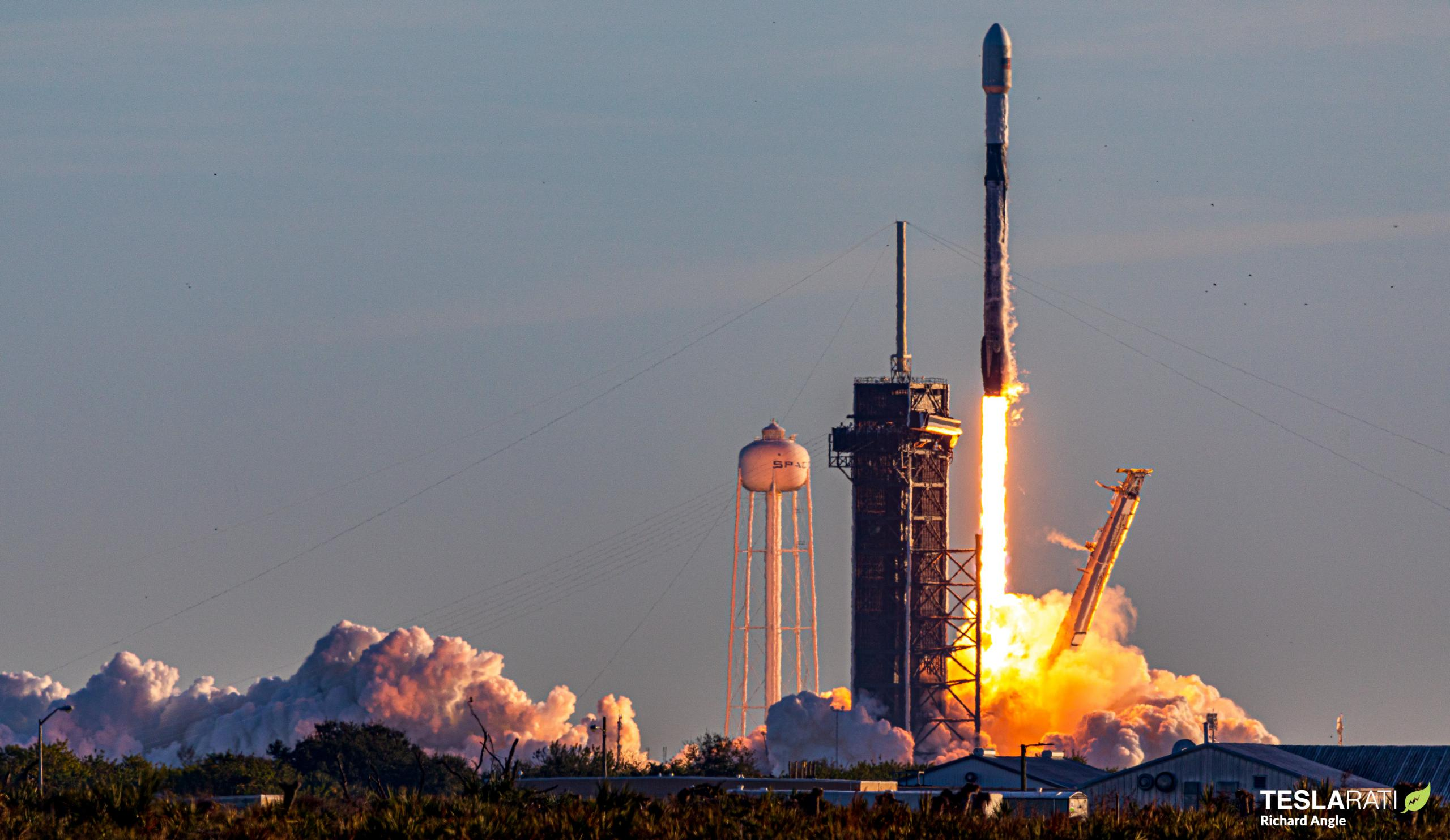 Starlink-16 Falcon 9 B1051 39A 012021 (Richard Angle) launch 3 crop (c)