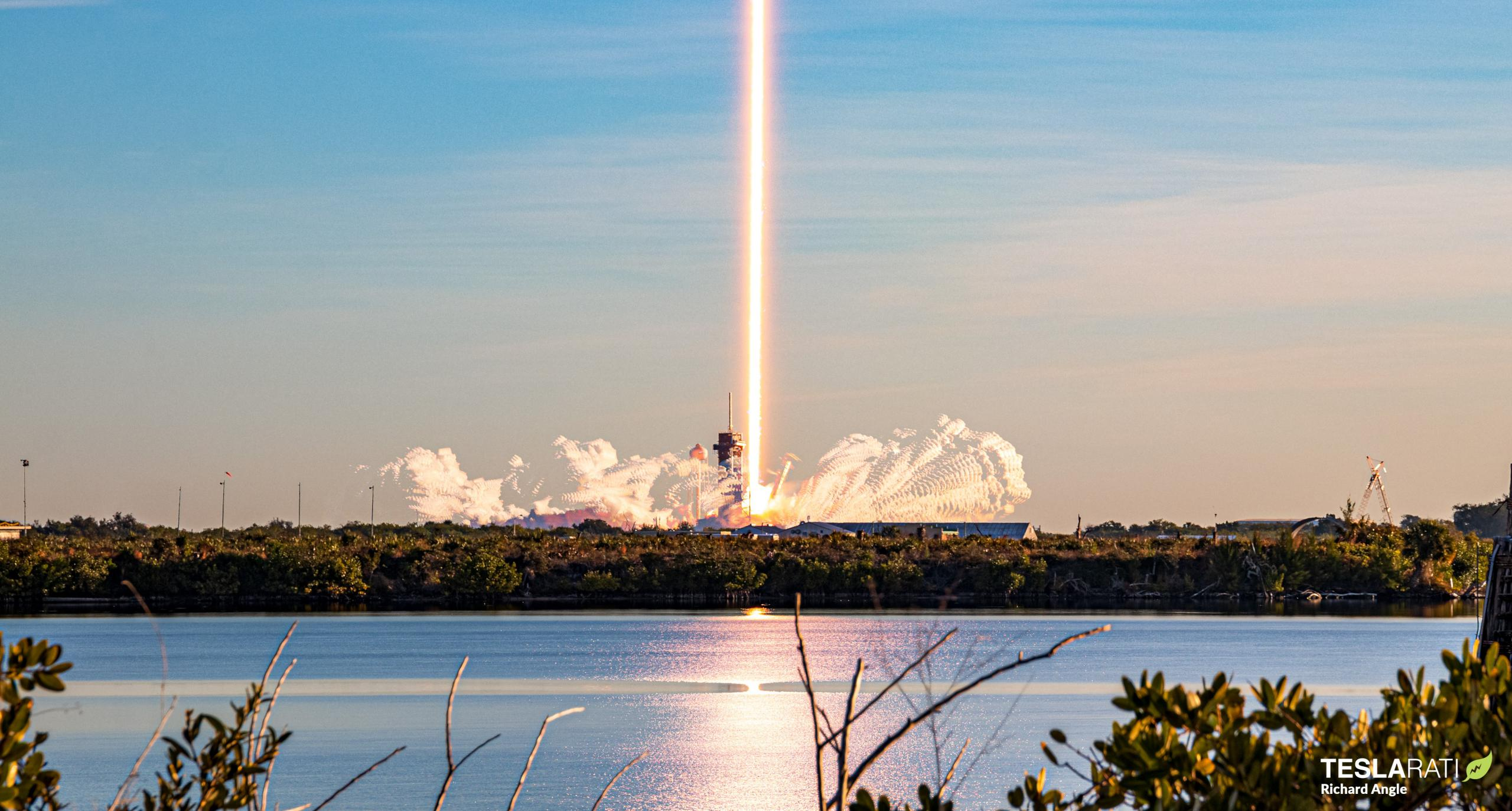 Starlink-16 Falcon 9 B1051 39A 012021 (Richard Angle) launch streak 1 crop (c)