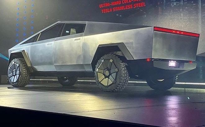 tesla-cybertruck-rear-underbody