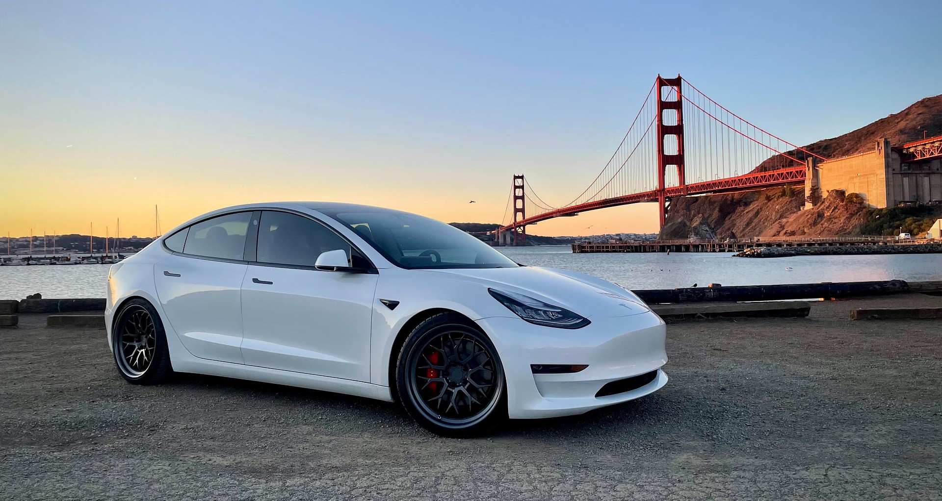 tesla-model-3-golden-gate-bridge-sharp